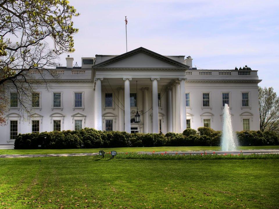 Siedziba Prezydenta StanówZjednoczonych – widok od strony północnej. Siedziba Prezydenta StanówZjednoczonych – widok od strony północnej. Źródło: Javier Losa, Wikimedia Commons, licencja: CC BY 2.0.