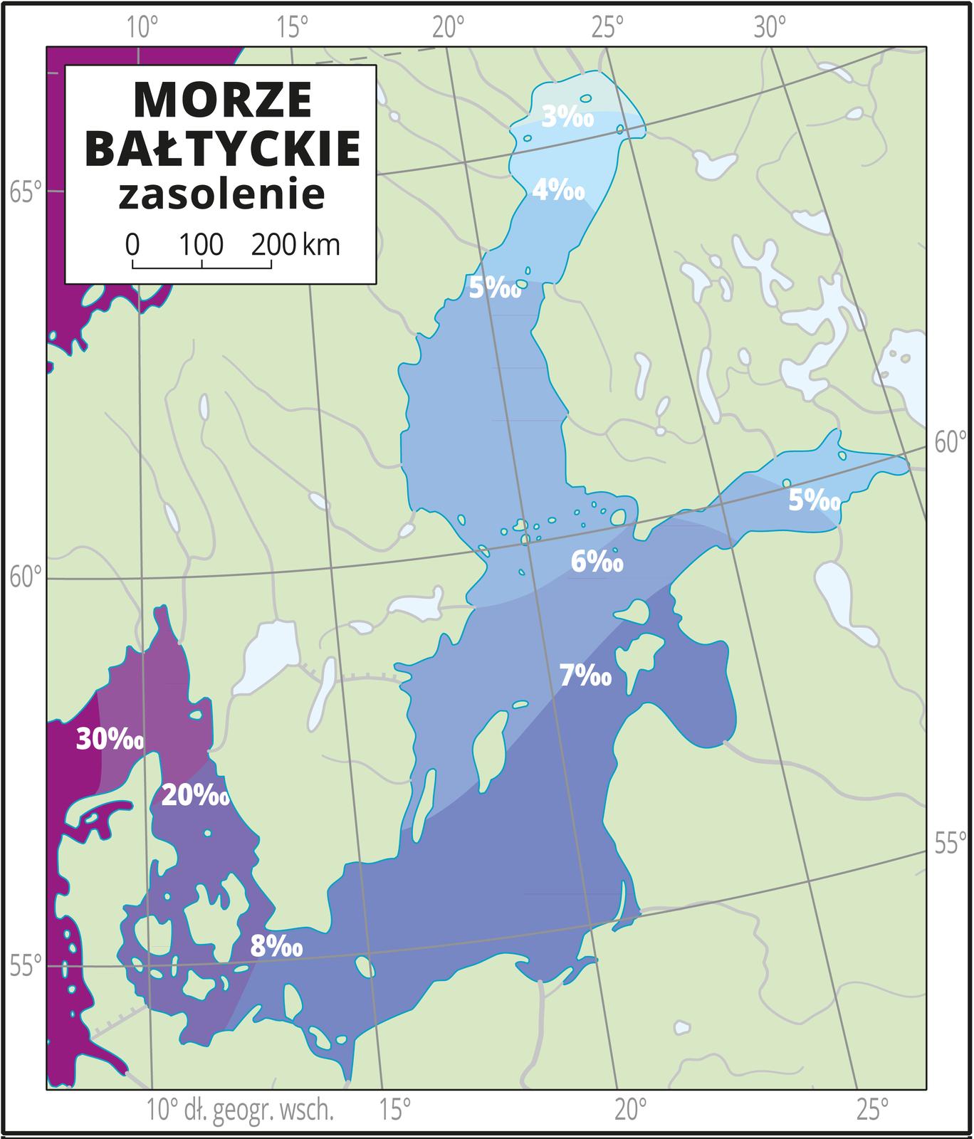 Ilustracja przedstawia mapę Morza Bałtyckiego. Natężeniem koloru niebieskiego przedstawiono zasolenie od trzech promili na północy do ośmiu promili wpołudniowej części Morza Bałtyckiego (u wybrzeży Polski). WCieśninach Duńskich zasolenie wynosi 20–30 promili. Mapa pokryta jest równoleżnikami ipołudnikami. Dookoła mapy wbiałej ramce opisano współrzędne geograficzne co pięć stopni. Wlegendzie umieszczono iopisano kolory użyte na mapie.