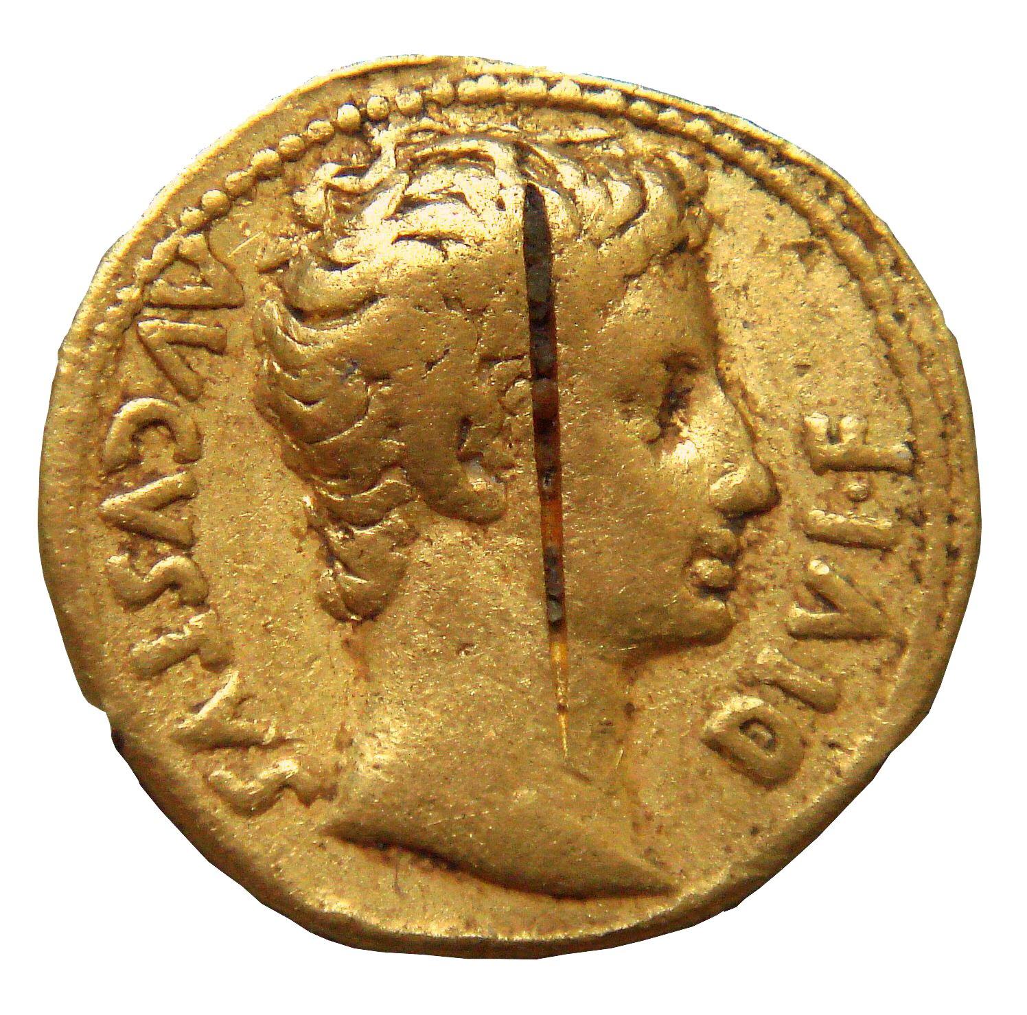 Moneta zpodobiznąOktawiana Augusta Moneta zpodobiznąOktawiana Augusta Źródło: PHGCOM, Wikimedia Commons, licencja: CC BY-SA 3.0.