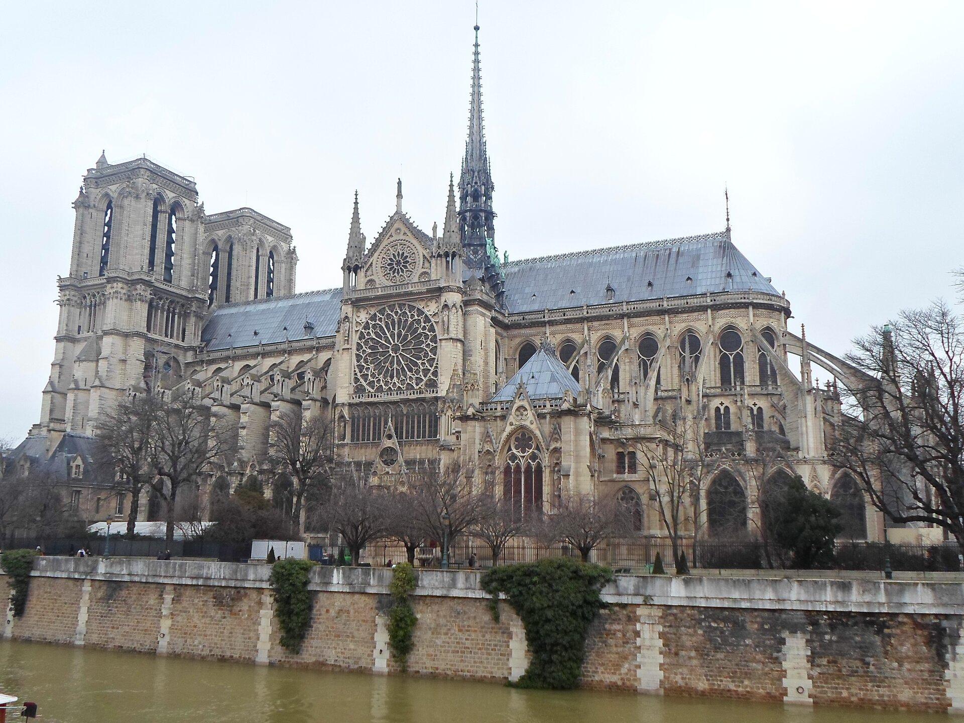 Katedra Notre-Dame wParyżu zXII w., widok od południa Katedra Notre-Dame wParyżu zXII w., widok od południa Źródło: Bibonius, Wikimedia Commons, domena publiczna.