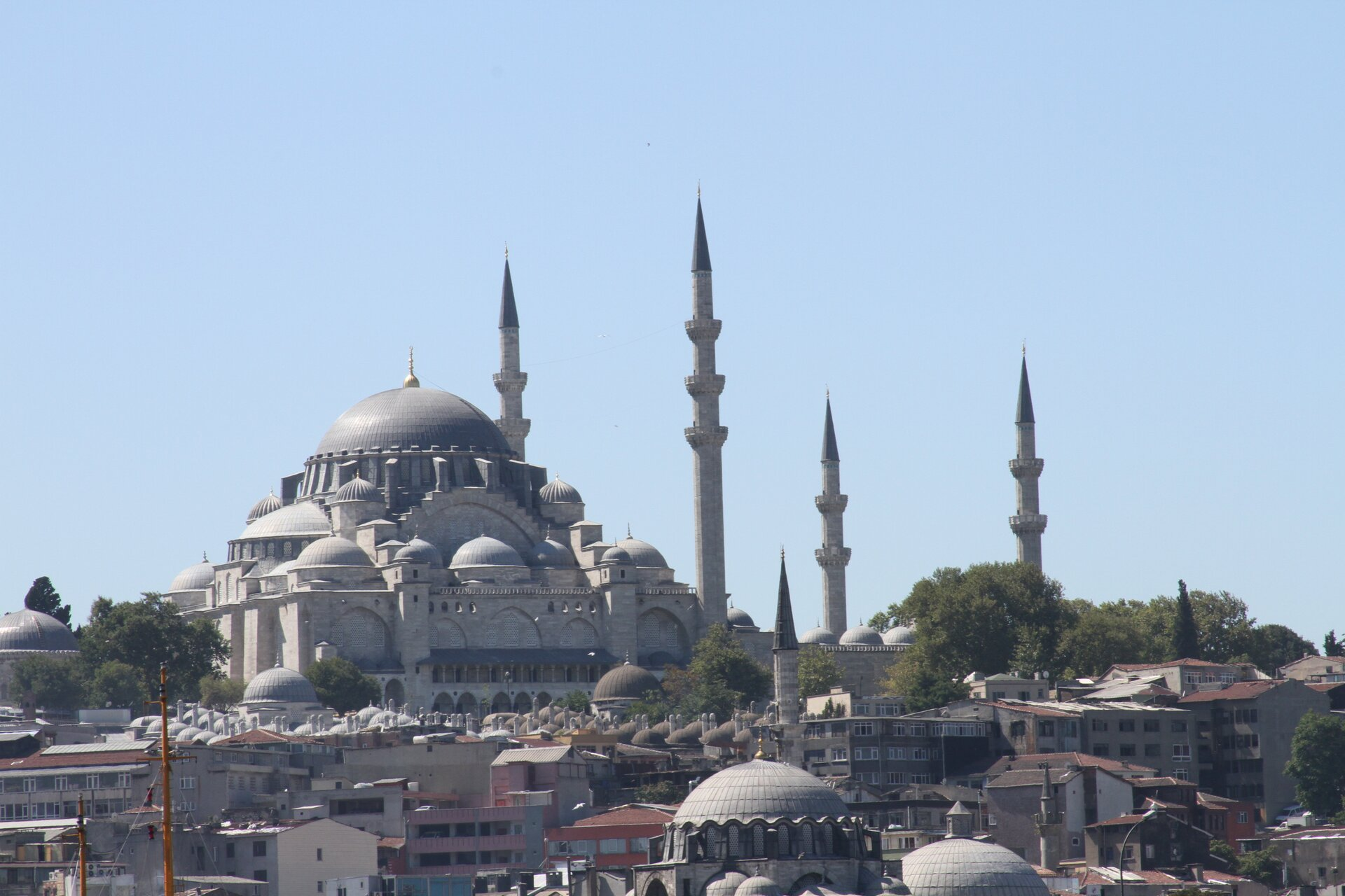 Meczet Sulejmana Wspaniałego wzniesiony wlatach 1551-1558; wyraźniewidać wzorowanie się na bizantyjskiej Hagia Sophia Meczet Sulejmana Wspaniałego wzniesiony wlatach 1551-1558; wyraźniewidać wzorowanie się na bizantyjskiej Hagia Sophia Źródło: José Luiz, Wikimedia Commons, licencja: CC BY-SA 3.0.