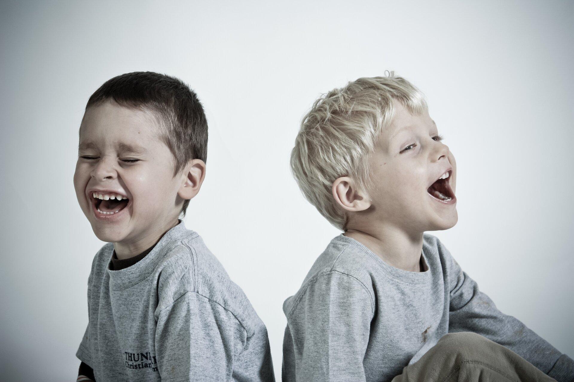 Śmiejący się chłopcy Śmiejący się chłopcy Źródło: domena publiczna.