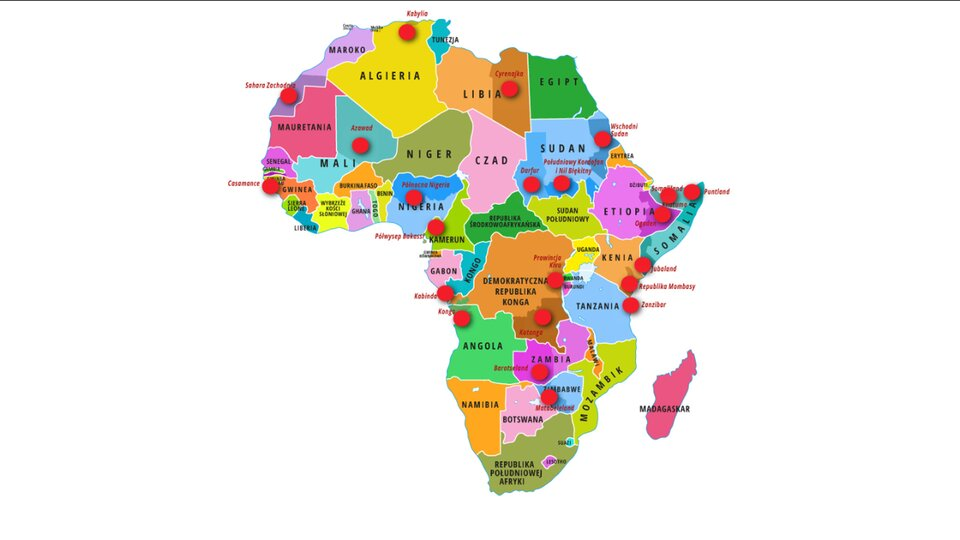 Aplikacja interaktywna. Mapa polityczna Afryki. Wwybranych krajach zaznaczone ciemniejszym kolorem obszary, które dążą do niezależności, na nich czerwona kropka. Po kliknięciu wkropkę pojawiają się opisy wyjaśniające krótko, co to za ruch separatystyczny. Pojawiające się opisy to: 1. Kabylia. Kabylowie, nie chcąc być obywatelami drugiej kategorii wAlgierii, dążą do niepodległości (lipiec 2014).2. Sahara Zachodnia. Dawna kolonia hiszpańska zajęta w1975 roku przez Maroko. Front Polisario walczy opowstanie Saharyjskiej Arabskiej Republiki Demokratycznej. Po 1991 roku powinno się odbyć referendum niepodległościowe.3. Casamance. Region wpołudniowym Senegalu. Wmaju 2014 roku Ruch Sił Demokratycznych Casamance dążący do niepodległości od 1982 roku podpisał zrządem zawieszenie broni. 4. Azawad. W2012 roku tuareski Narodowy Ruch na Rzecz Wyzwolenia Azawadu ogłosił niepodległość. Wkrótce część obszaru przejęli islamiści. W2013 roku NRWA podjął na nowo walkę zsiłami rządowymi Mali. 5. Północna Nigeria. Ekstremistyczne organizacje muzułmańskie jak Boko Haram dążą do utworzenia państwa islamskiego. 6. Półwysep Bakassi. Nigeryjska ludność w2006 roku ogłosiła niepodległość, nie chcąc być częścią Kamerunu (Międzynarodowy Trybunał Sprawiedliwości nakazał Nigerii oddać półwysep). 7. Cyrenajka. Od 2013 roku wschodnia prowincja Libii ma własny rząd niezależny od władz wTrypolisie, ale deklarujący autonomię, nie niepodległość. 8. Darfur. Niearabska ludność walczy zrządem wChartumie owiększe polityczne igospodarcze wpływy wregionie. 9. Stany Południowy Kordofan iNil Błękitny. Ludność walczy zrządem wChartumie owiększe polityczne igospodarcze wpływy wregionie. 10. Wschodni Sudan. Tlący się konflikt owiększe polityczne igospodarcze wpływy wregionie. 11. Khatumo; Somaliland. Somalijskie Państwo Khatumo powstało w2012 roku wbrew rządom Somalilandu iPuntlandu, które wcześniej ogłosiły niezależność od Somalii. 12. Puntland. Region wSomalii deklarujący autonomię, de facto niezależny. 13. Jubala