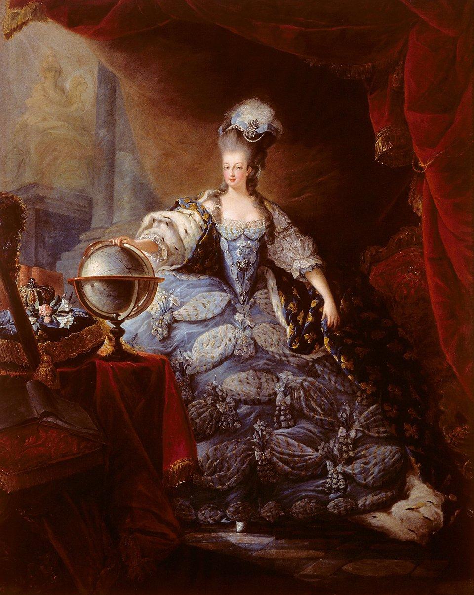 Na obrazie widać stojąca postać kobiety, ubranej wzdobioną suknie. Kobieta swą prawą rękę opiera na globusie.