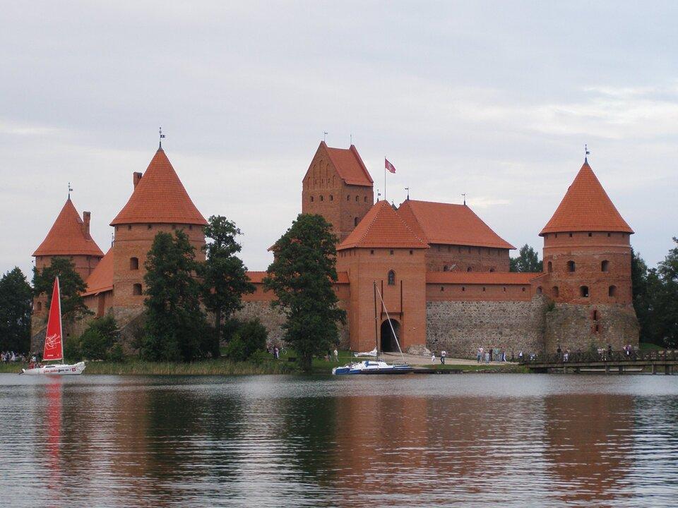 Zamek wTrokach Zamek wTrokach Źródło: Krzysztof Mizera, Wikimedia Commons, licencja: CC BY-SA 4.0.