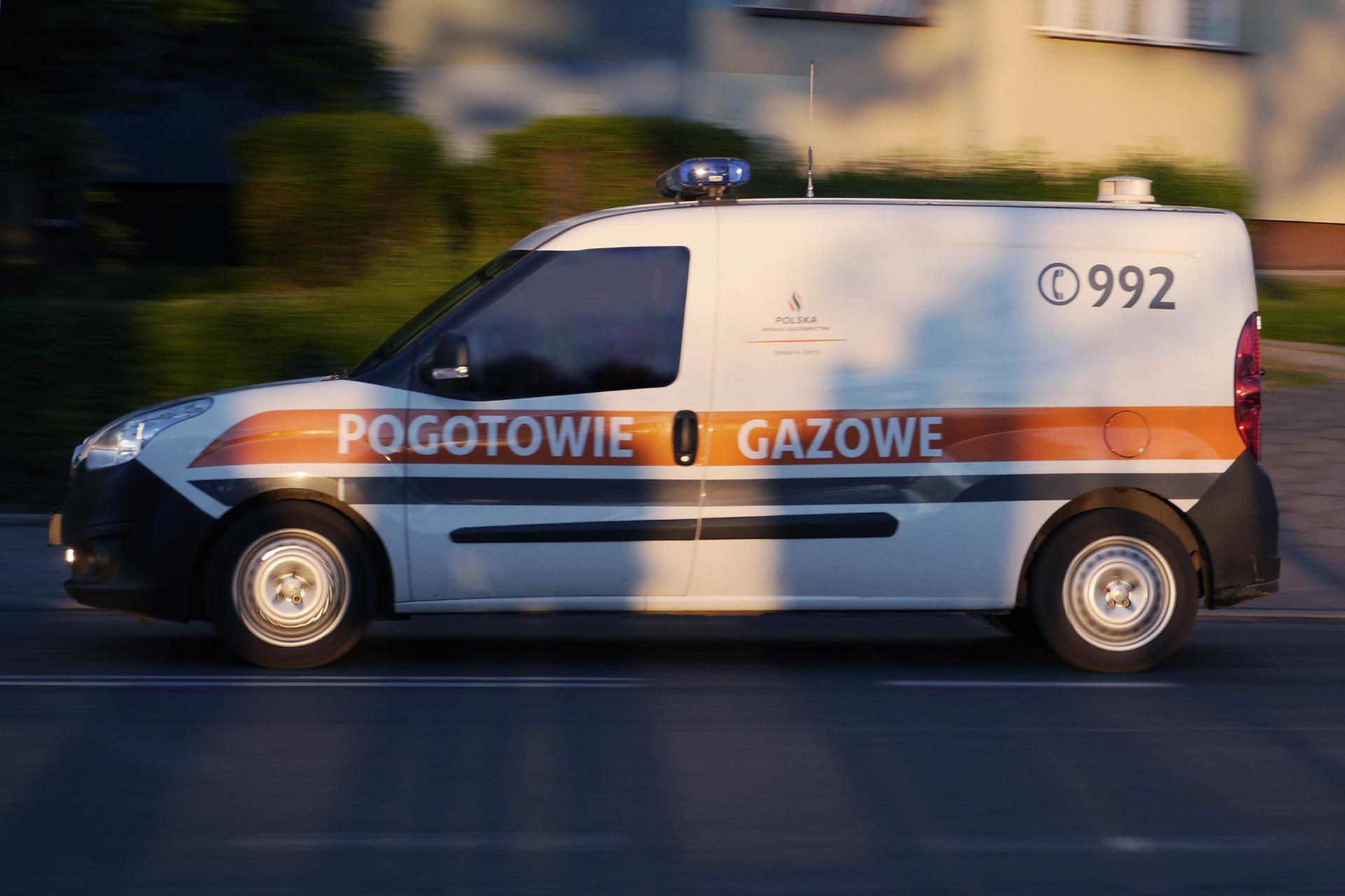 Samochód znumerem telefonu pogotowia gazowego