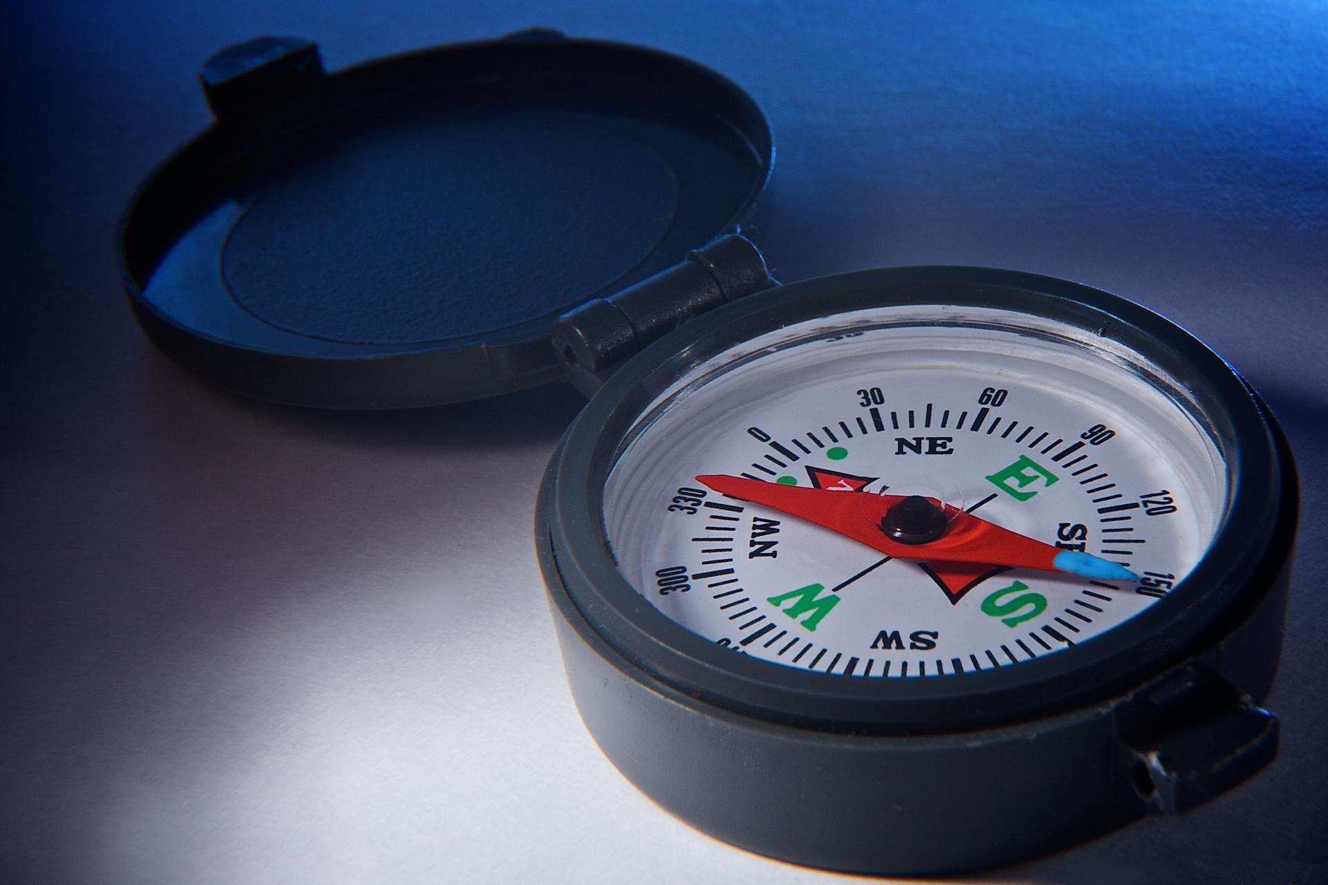 Zdjęcie przedstawiające kompas.