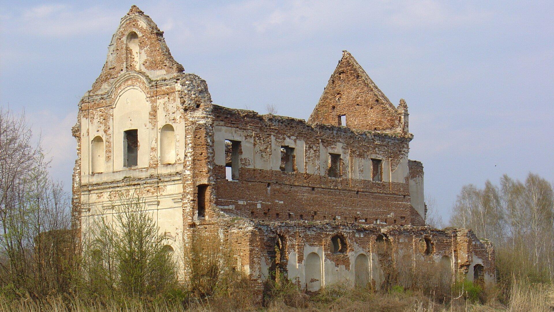 Ruiny kościoła jezuitów wChodlu Ruiny kościoła jezuitów wChodlu Źródło: Matizz2, licencja: CC BY-SA 3.0.