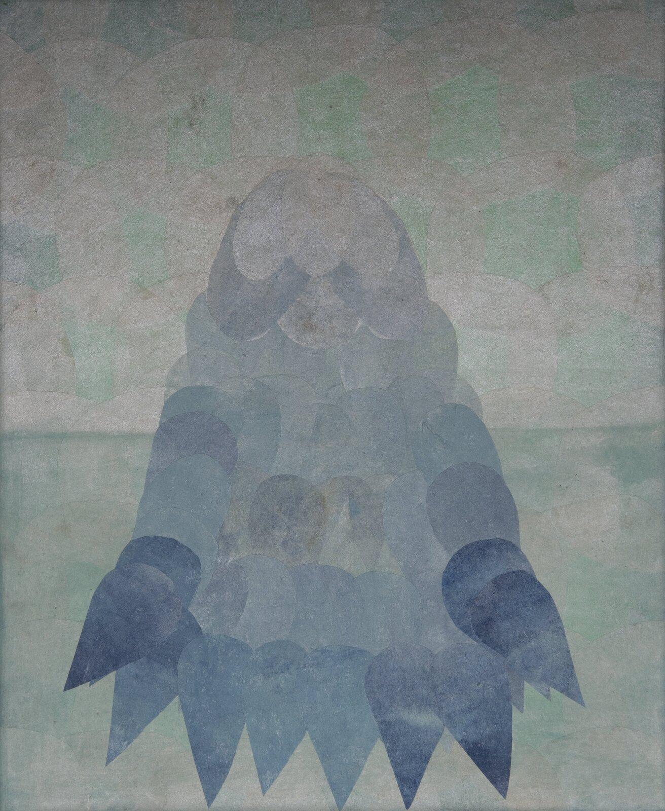 """Ilustracja przedstawia obraz """"Lodowiec"""" autorstwa Joanny Chołaścińskiej. Namalowana przez artystkę kompozycja balansuje na pograniczu abstrakcji ifiguracji. Przy pomocy prostych, powtarzających się kształtów stworzyła ona obraz przywodzący na myśl wielką górę lodową zanurzoną wzimnym morzu. Wcentrum znajduje się sylwetka bryły zjasną, zwężającą się górą oraz ściemniającym się na niebiesko, rozszerzonym dołem, która składa się zszarych iniebieskich plam oowalnych iłezkowatych kształtach. Tło podzielone jest na dolną ciemniejszą oraz górną jaśniejszą część. Obydwie wypełnione są okrągłymi, zielono-beżowymi formami. Praca została wykonana wwąskiej, chłodnej, szaro-zielono-niebieskiej gamie barw."""