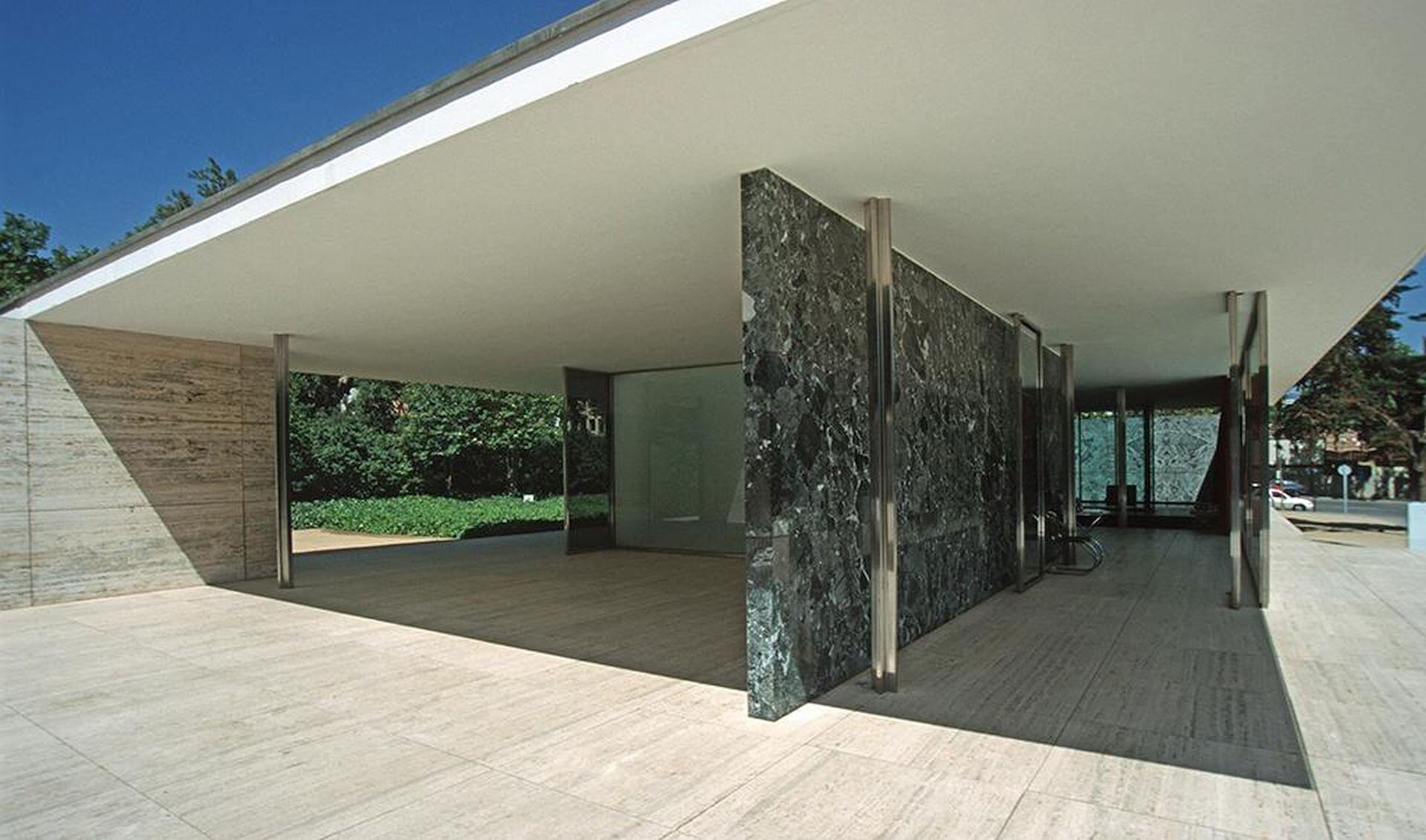 Ilustracja przedstawia pawilon bawiloński zaprojektowany przez Ludviga Mies van der Rohe.