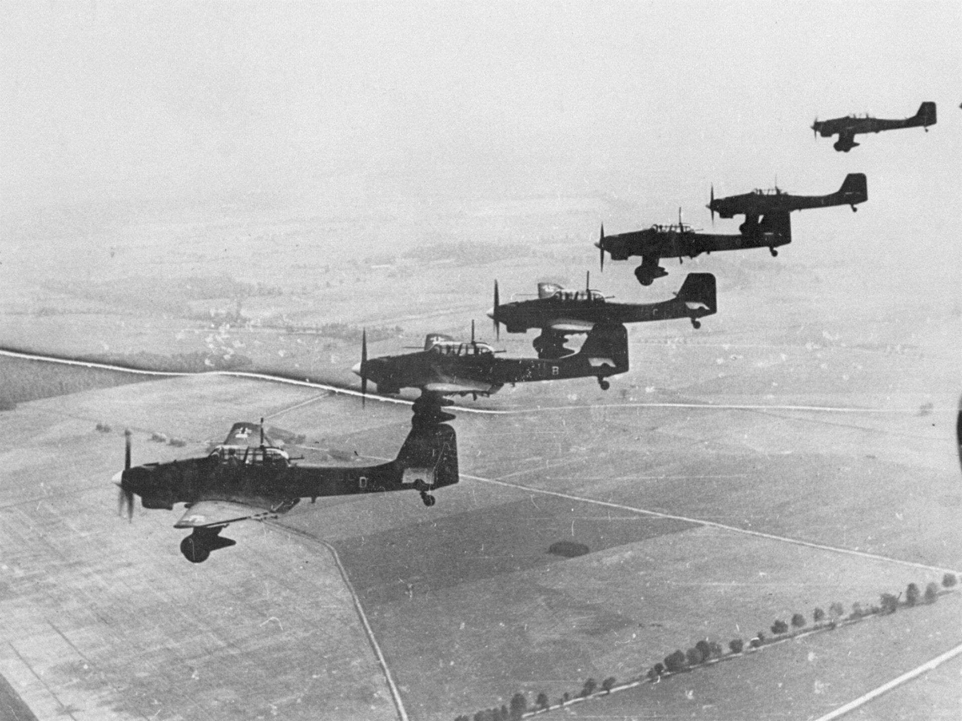 Bombowce Junkers Ju 87 nad Polską Zdjęcie nr 3 Źródło: Bundesarchiv, Bombowce Junkers Ju 87 nad Polską, German Federal Archives, licencja: CC BY-SA 3.0.