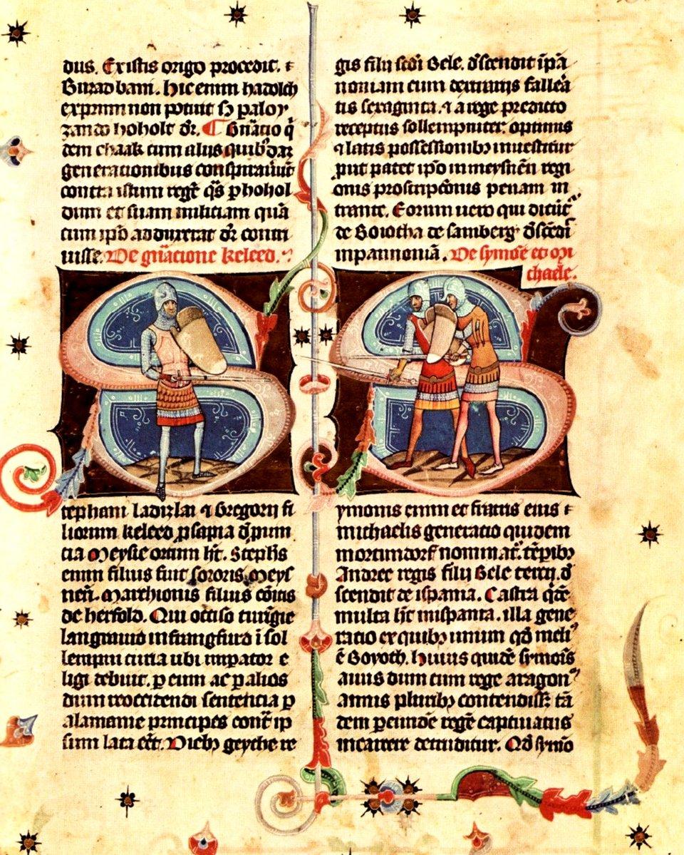 Na dwóch stronach żółtego papieru czarnymi literami napisany jest tekst. Forma liter jest taka, że tekst jest trudno odczytać. Wcentralnej części stron są dwie wielkie litery Sktóre są przyozdobione kolorowymi zawijasami, awich centrum jest rysunek przedstawiający trzech rycerzy wzbrojach, ztarczami imieczami wrękach. Wokół tekstu, na marginesach narysowane są kolorowe motywy roślinne igwiazdki.