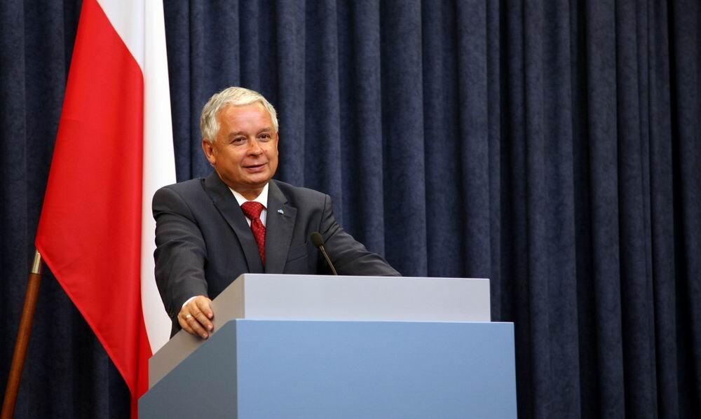Lech Kaczyński, prezydent RP wlatach 2005–2010 Źródło: Kancelaria Prezydenta RP, Lech Kaczyński, prezydent RP wlatach 2005–2010, licencja: CC BY-SA 3.0.