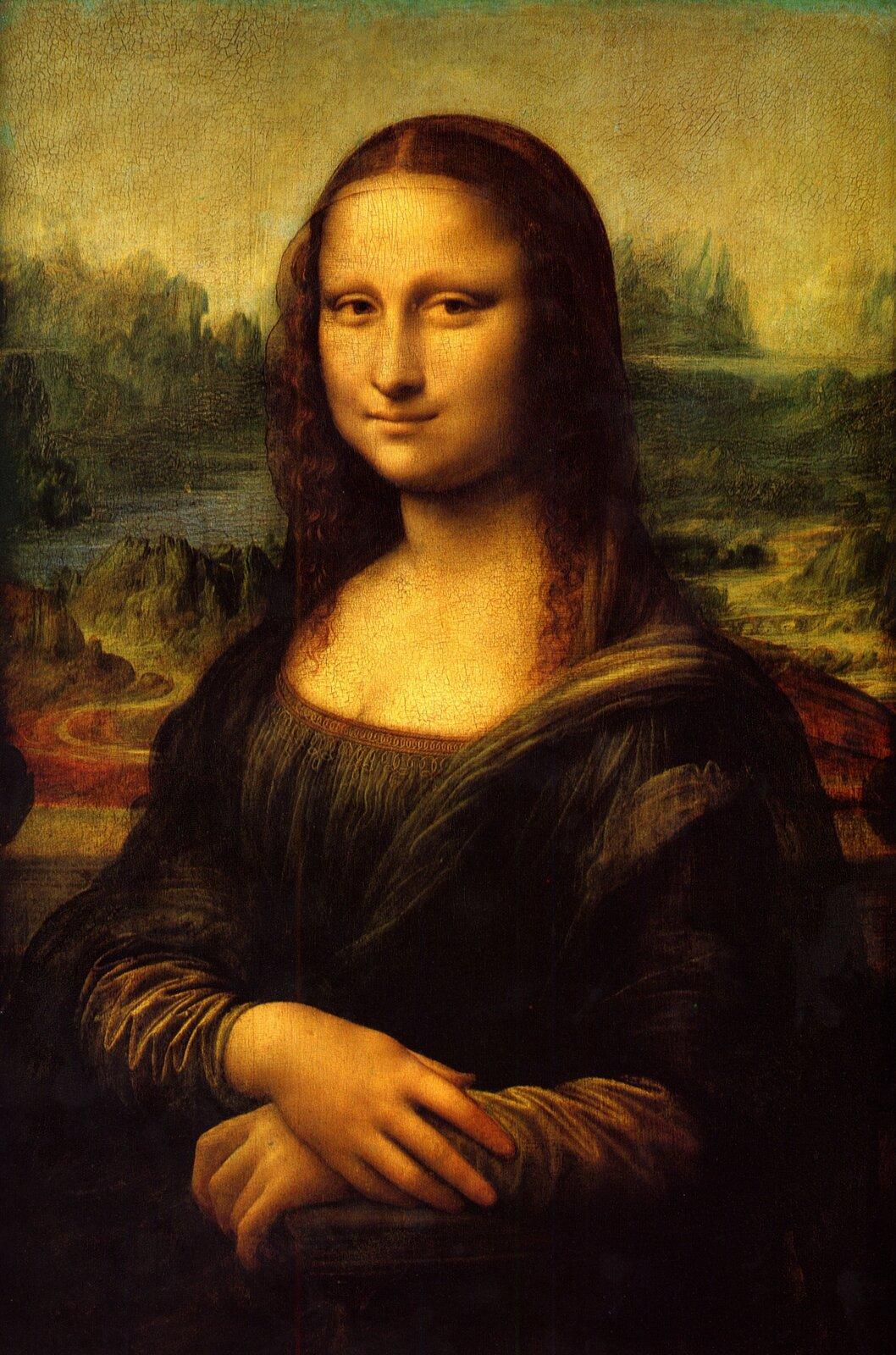 Ilustracja przedstawia obraz Leonarda da Vinci pt. Mona Liza, który ukazuje skromnie ubraną kobietę, ma ona nieufryzowane włosy, dłonie złożyła na kolanach. Jej twarz ma łagodny wyraz, lekko się uśmiechnięta, brwi są delikatnie zarysowane. Na drugim planie widać  baśniowy, górski, skalisty krajobraz. Brunatno-zielone skały, kręte ścieżki spowite mgłą.