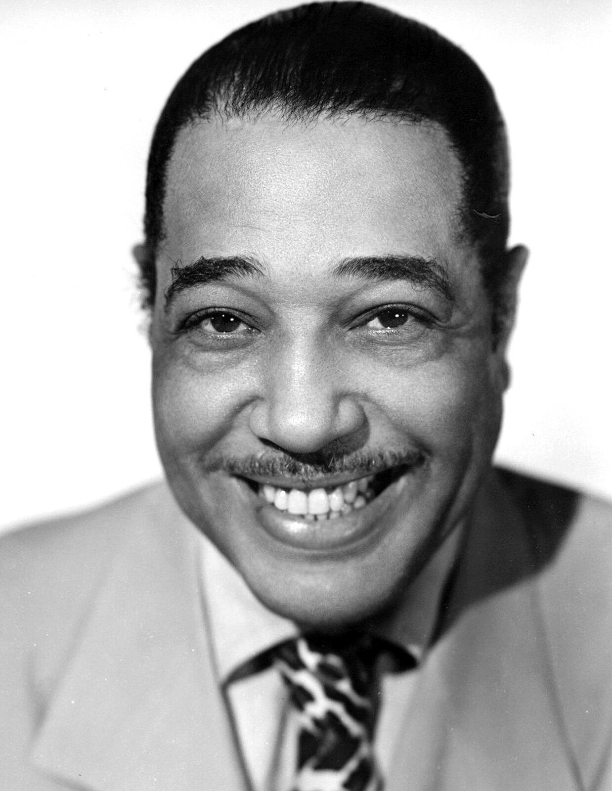 Ilustracja przedstawia zdjęcie słynnego amerykańskiego muzyka Duke Ellingtona.