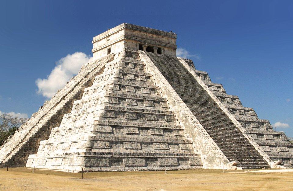 Świątynia Majów - Piramida Kukulkana Źródło: Frank Kovalchek, licencja: CC BY 2.0.
