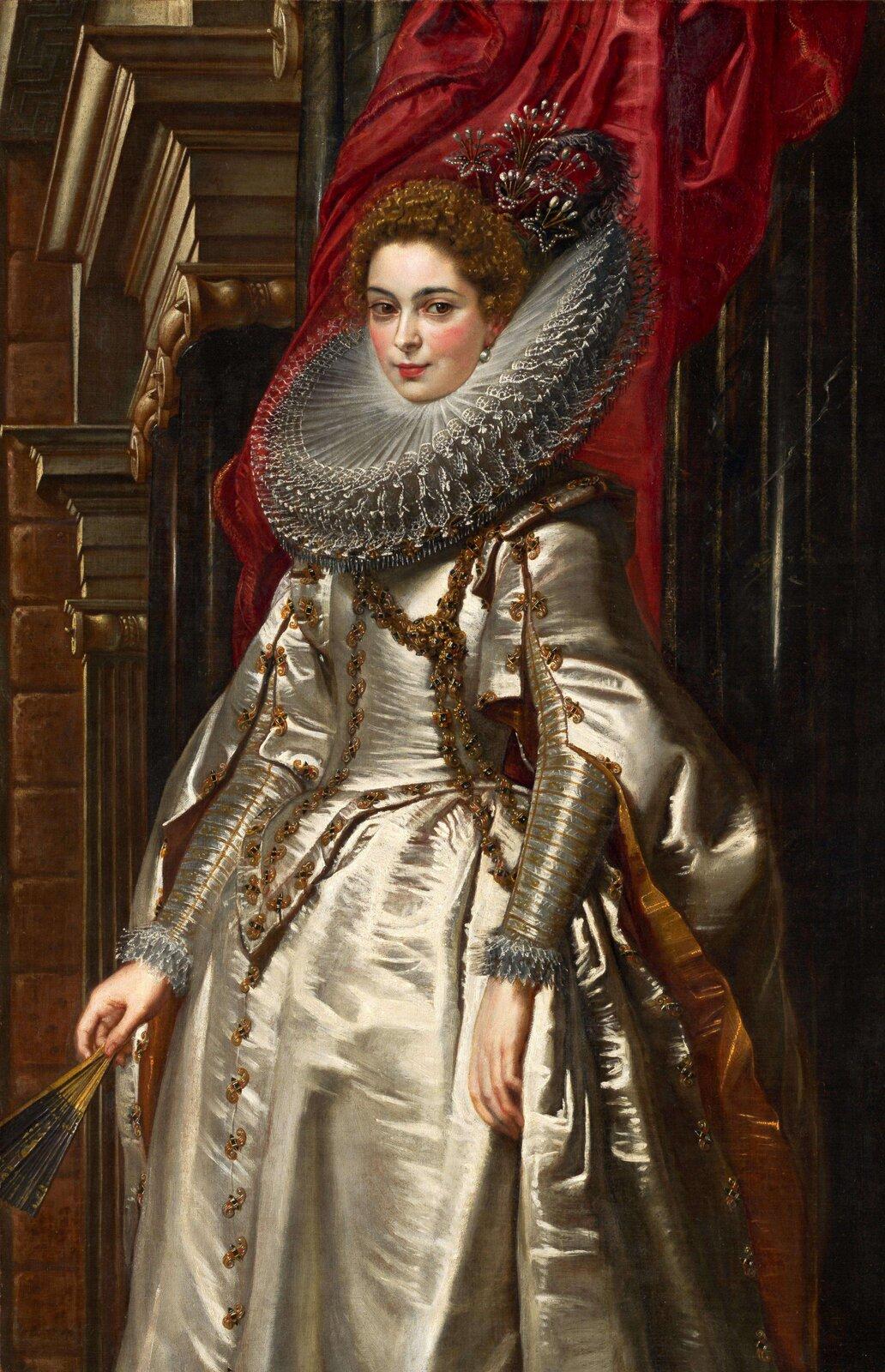 """Ilustracja przedstawia dzieło Petera Paula Rubensa """"Portret markizy Brygidy Spinola"""". Ukazuje stojącą we wnętrzu postać. Kobieta jest wytwornie ubrana. Na szyi ma kryzowany kołnierz. Atłasową suknię zdobią złote wykończenia ikoronki. Ma na sobie także płaszcz. Wręku trzyma wachlarz. Na twarzy ma rumieńce. Wnętrze jest eleganckie, zdobione pilastrami igzymsami. Za kobietą wisi czerwona kotara."""