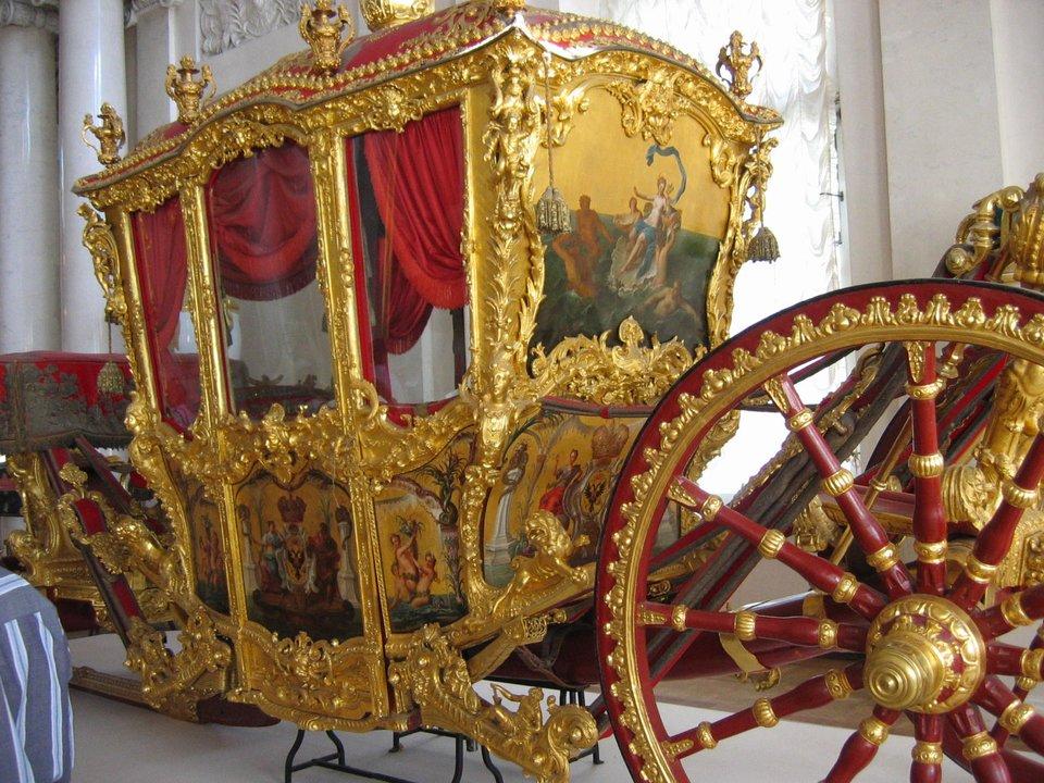 Kareta carów Rosji, wykonanawXVIII w. we Francji; używała jej wczasie koronacji Katarzyna II – obecnie kareta znajduje się wPałacu Zimowym wPetersburgu. Kareta carów Rosji, wykonanawXVIII w. we Francji; używała jej wczasie koronacji Katarzyna II – obecnie kareta znajduje się wPałacu Zimowym wPetersburgu. Źródło: Jennifer Boyer, Wikimedia Commons, licencja: CC BY 2.0.