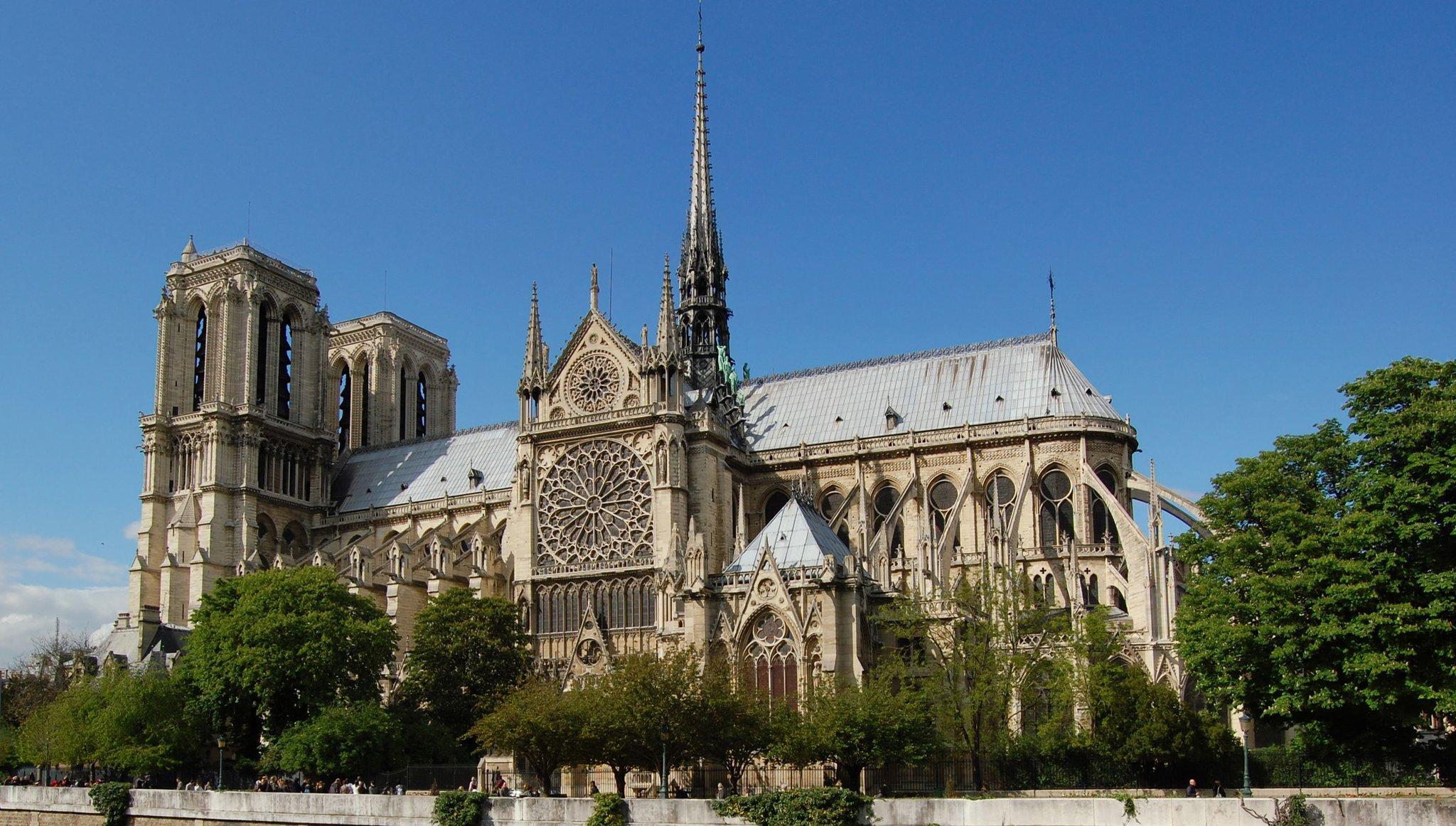 Południowa fasada katedry Notre Dame wParyżu Południowa fasada katedry Notre Dame wParyżu Źródło: Zuffe, licencja: CC BY-SA 3.0.
