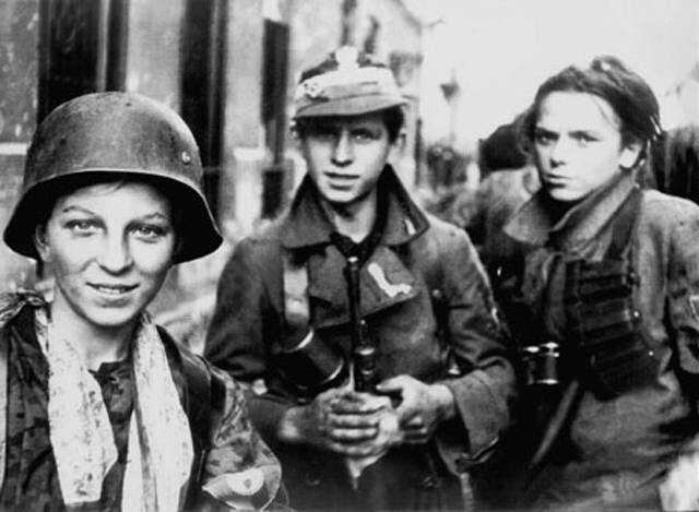"""Żołnierze zgrupowania """" Radosław"""" Zdjęcie nr 5 Źródło: Jerzy Tomaszewski, Żołnierze zgrupowania """" Radosław"""", 1944, domena publiczna."""