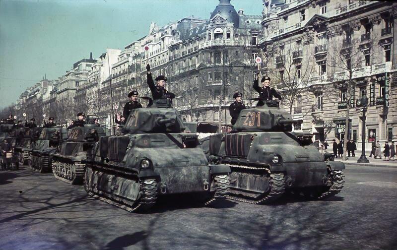 Parada wojsk pancernych Źródło: Ernst Herrmann, Parada wojsk pancernych, Bundesarchiv, licencja: CC BY-SA 3.0.