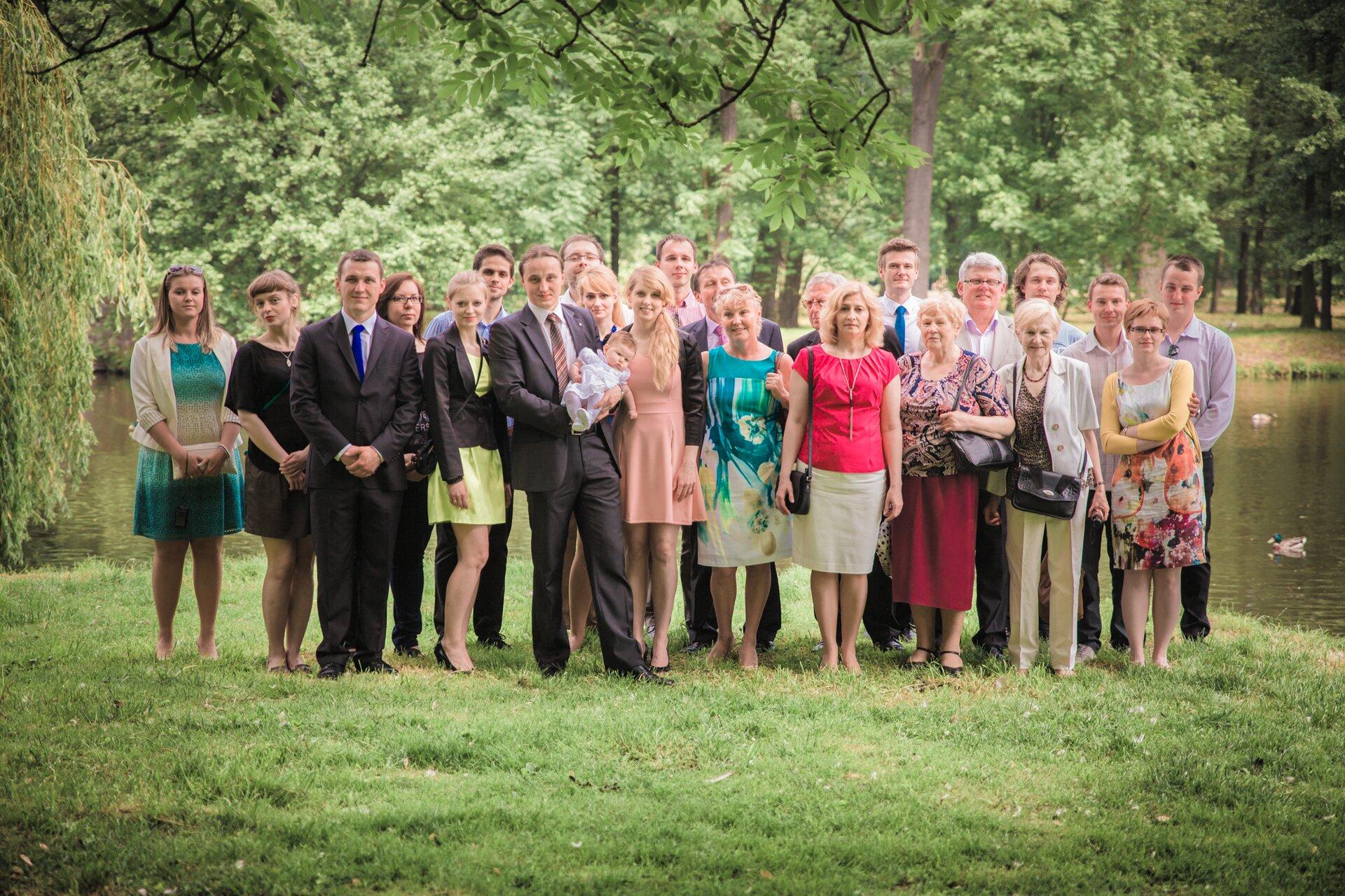 Fotografia licznej rodziny wielopokoleniowej