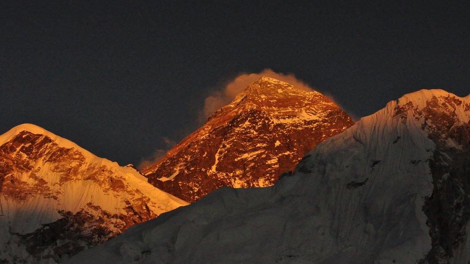 Mount Everest wsłońcu Mount Everest wsłońcu Źródło: Anju Sherpa, licencja: CC BY-SA 3.0.