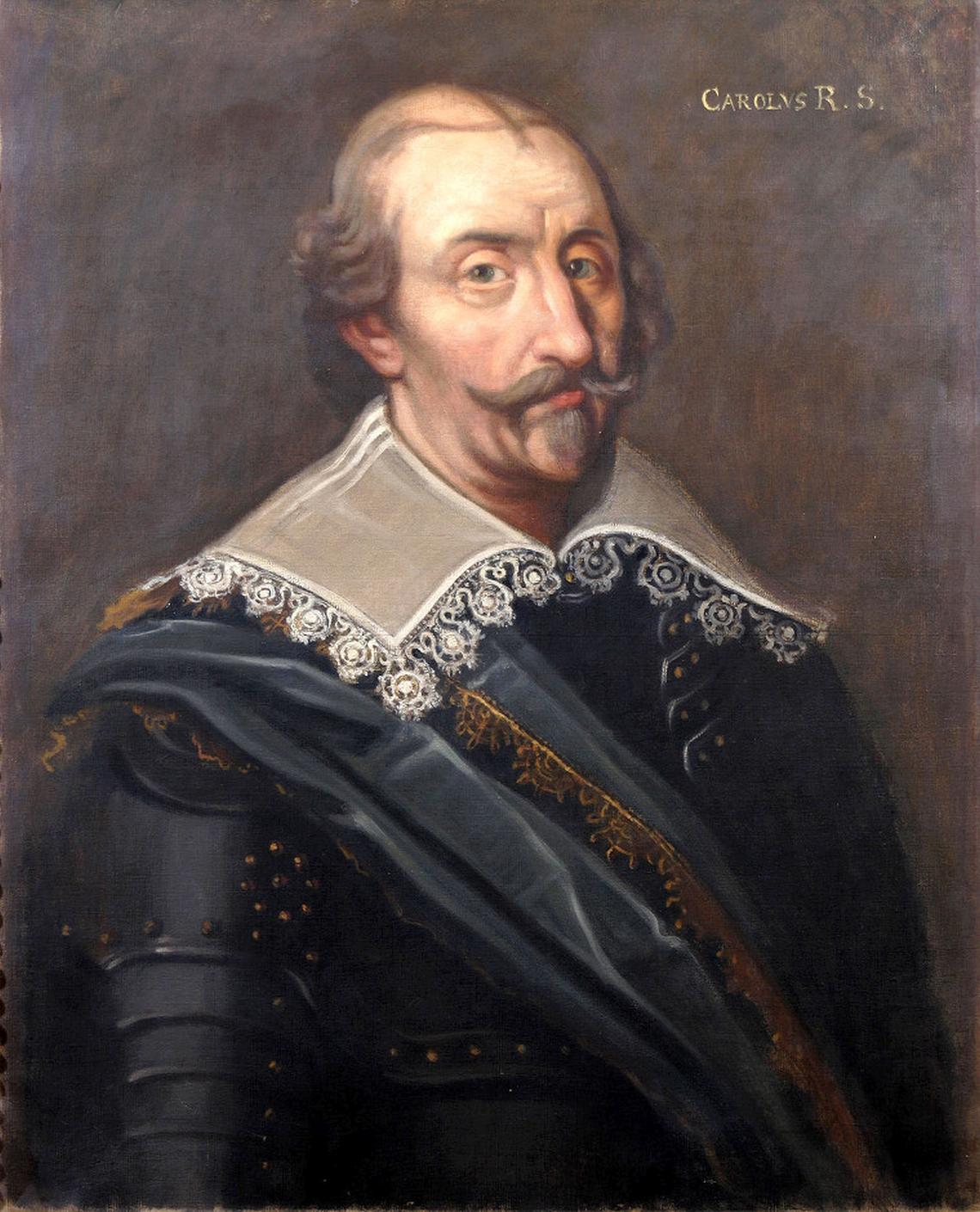 Hertig Karl Karol IX Waza, zwany Karolem Sudermańskim lub księciem Karolem (szw. Hertig Karl), król Szwecji.Był najmłodszym synem Gustawa Wazy, przyrodnim bratem Eryka XIV iJana III, ojcem Gustawa II Adolfa. Wtrakcie panowania Jana III Wazy dochodziło do konfliktów między braćmi, lecz na zrealizowanie swoich ambicji książę Karol musiał czekać aż do śmierci Jana III. Formalnie miał stanąć na czele rady królewskiej jako regent państwa podczas nieobecności króla, którym został Zygmunt III Waza. Doprowadził jednak do zajęcia terenów wiernych Zygmuntowi, awotwartej wojnie pokonał wojska polskie iich stronników. Za ciekawostkę można uznać fakt, że przed Karolem IX było jedynie dwóch władców Szwecji, którzy nosili takie imię; dziewiątka wzięła się stąd, że XVI-wieczny historyk szwedzki - Jan Månsson, zwany Wielkim - wswej pracy Dzieje wszystkich królów Gotów iSzwedów listę władców Szwecji wyprowadził od wnuka Noego - Magoga. Źródło: autor nieznany, Hertig Karl, olej na płótnie, domena publiczna.