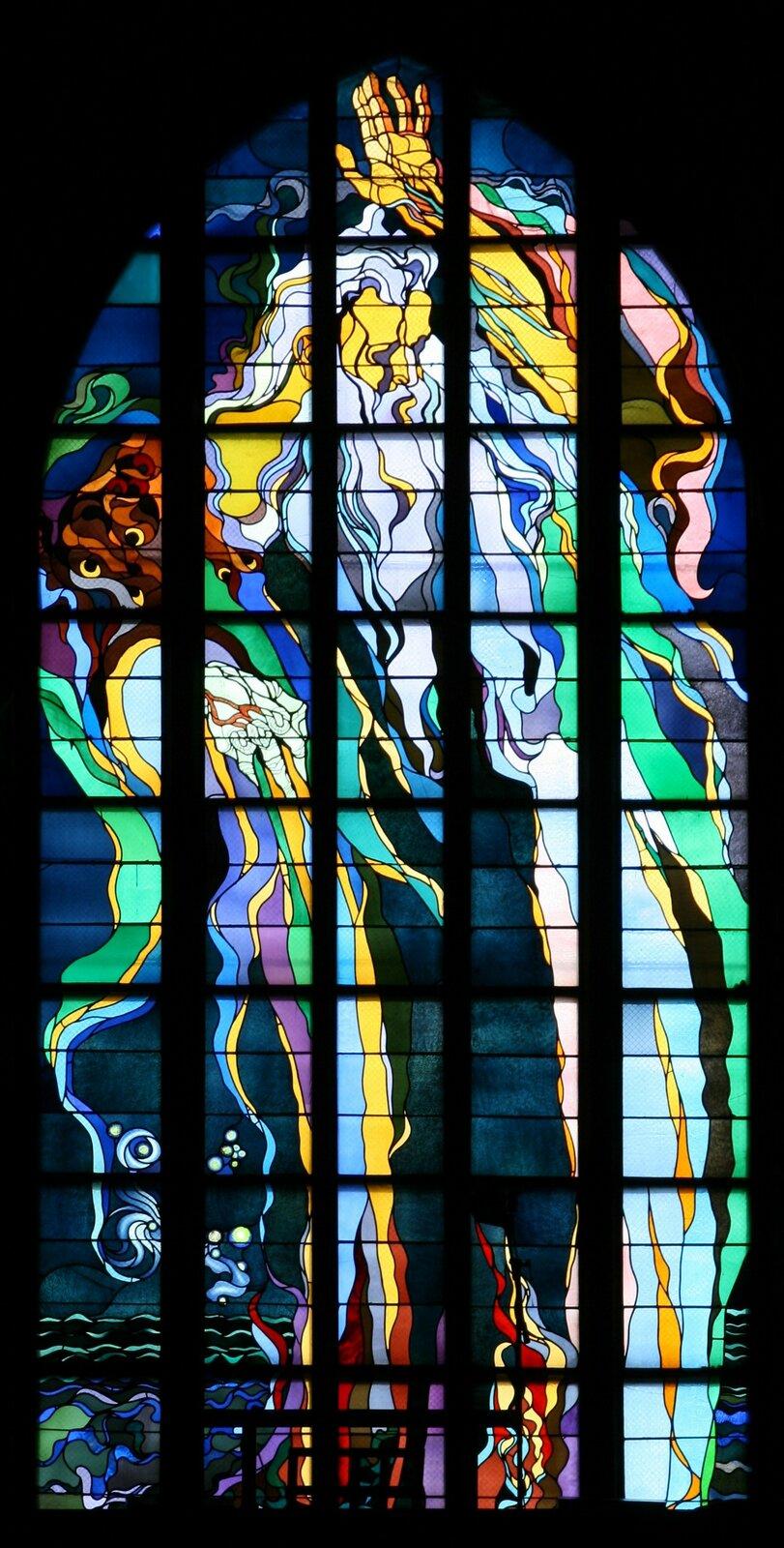 Stań się! (Bóg Ojciec) Źródło: Stanisław Wyspiański, Stań się! (Bóg Ojciec), 1897–1900, witraż, kościół św. Franciszka, Kraków, domena publiczna.