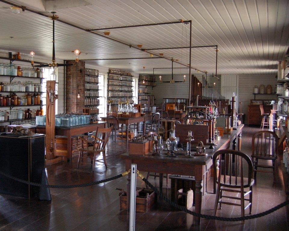 Laboratorium Thomasa Edisona wMenlo Park Źródło: Andrew Balet, Laboratorium Thomasa Edisona wMenlo Park, 2006, licencja: CC BY-SA 2.5.