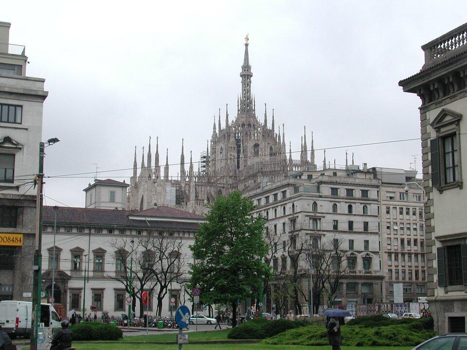 Na zewnątrz katedry Piazza Źródło: Paolo da Reggio, Na zewnątrz katedry Piazza, 2005, licencja: CC BY-SA 3.0.