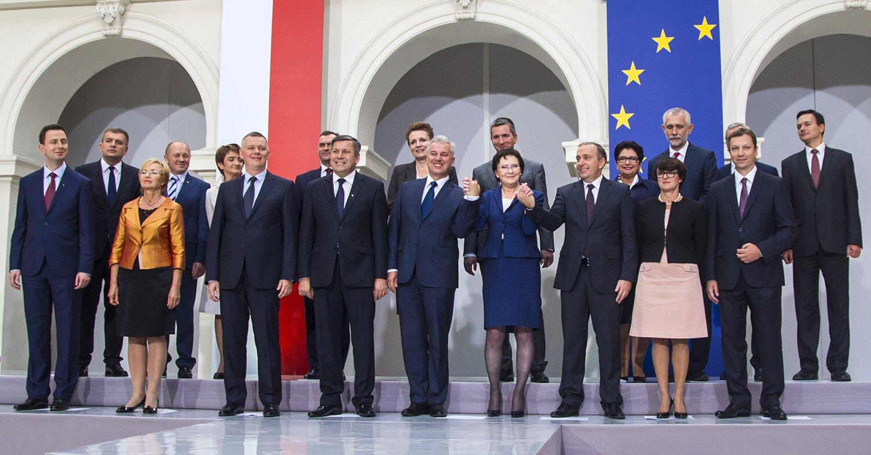Ewa Kopacz wraz zkandydatami na ministrów Źródło: Platforma Obywatelska RP, Ewa Kopacz wraz zkandydatami na ministrów, licencja: CC BY-SA 2.0.