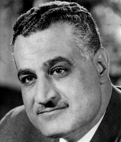 Gamal Abdel Naser Gamal Abdel Naser (1918–1970) –egipskioficer ipolityk, prezydentEgiptu, sprawujący władzę autorytarną wlatach 1954–1970 Źródło: Gamal Abdel Naser, Fotografia, domena publiczna.
