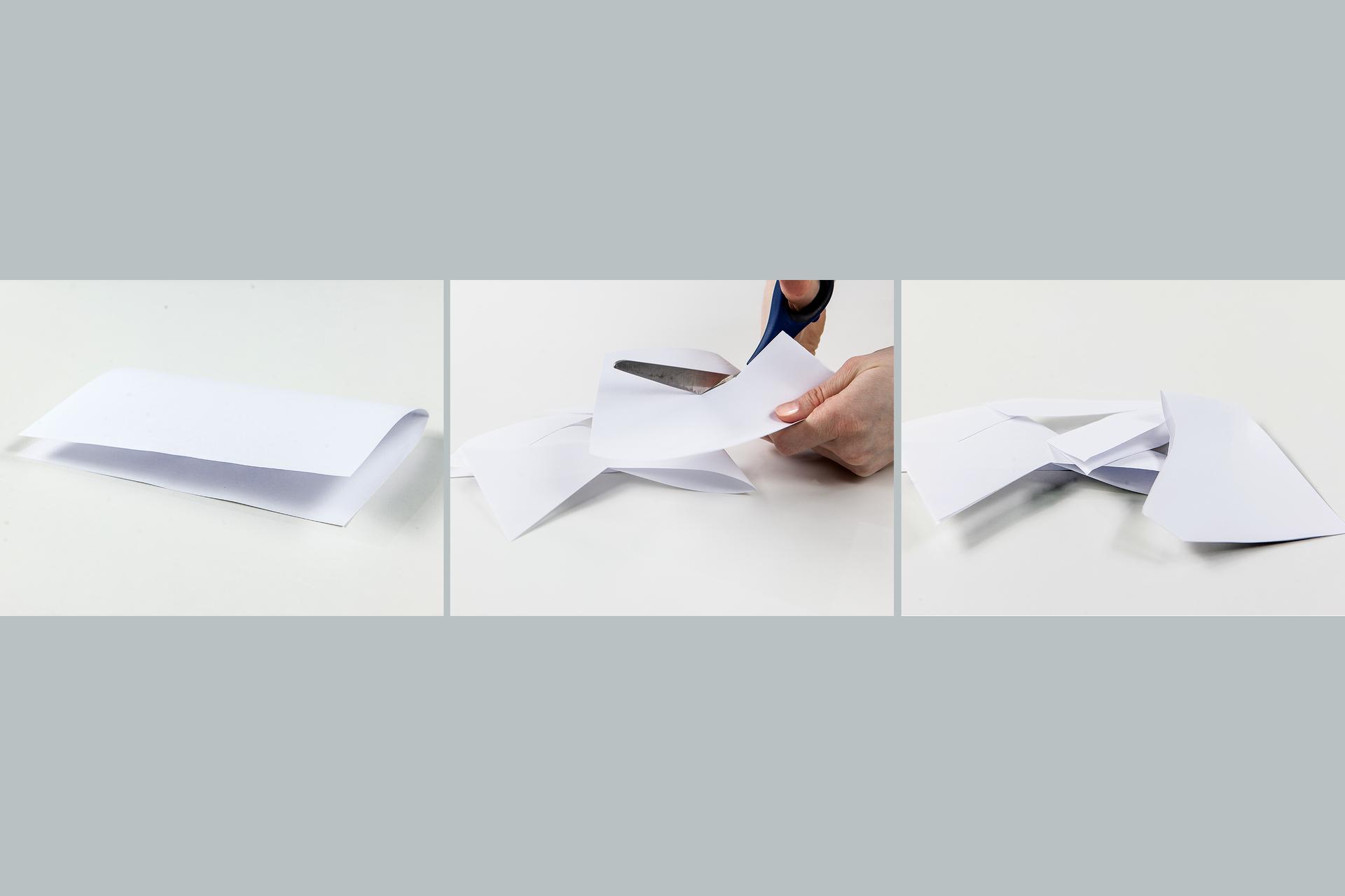Ilustracja prezentuje trzy zdjęcia umieszczone obok siebie. Na pierwszym od lewej złożony papier leży na stole, na zdjęciu środkowym jest on cięty przez kogoś nożyczkami, ana prawym leży na stole wstrzępach.