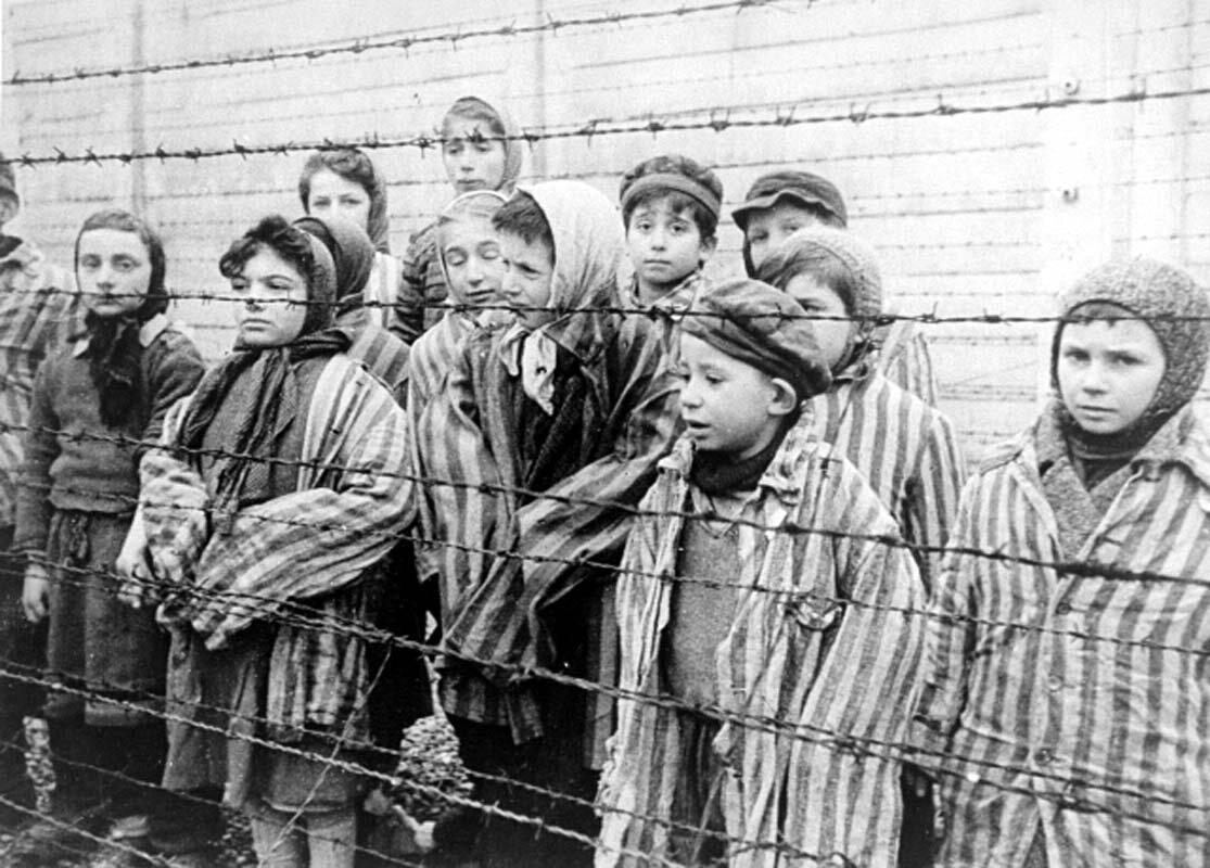 Dziecięcy więźniowie obozu Dziecięcy więźniowie obozu Źródło: domena publiczna.