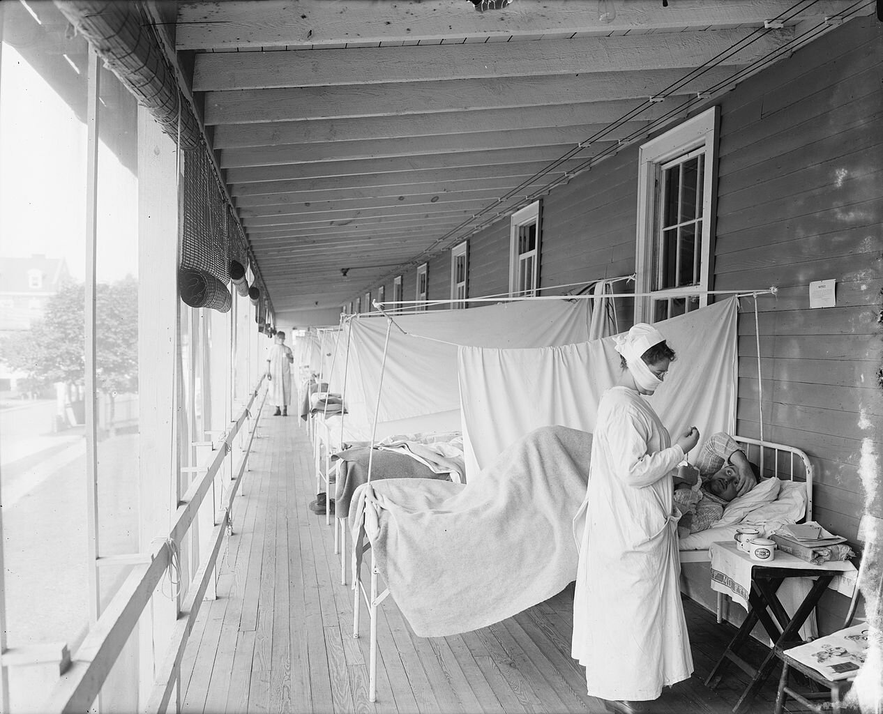 Epidemia grypy hiszpanki Źródło: Harris & Ewing photographers, Epidemia grypy hiszpanki, 1918 - 1919, domena publiczna.