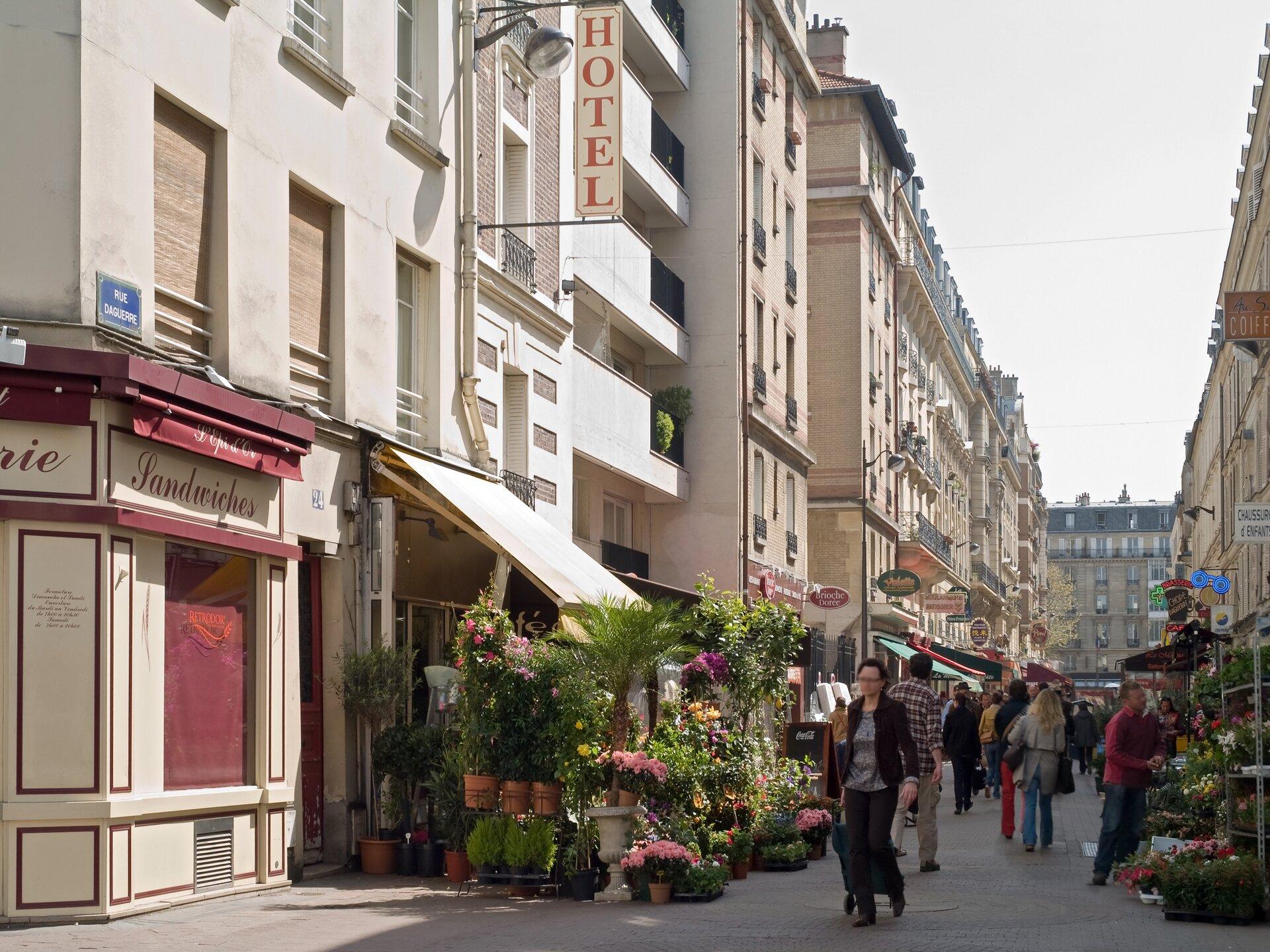 Ulica we Francji Źródło: Myrabella, Ulica we Francji, licencja: CC BY-SA 3.0.