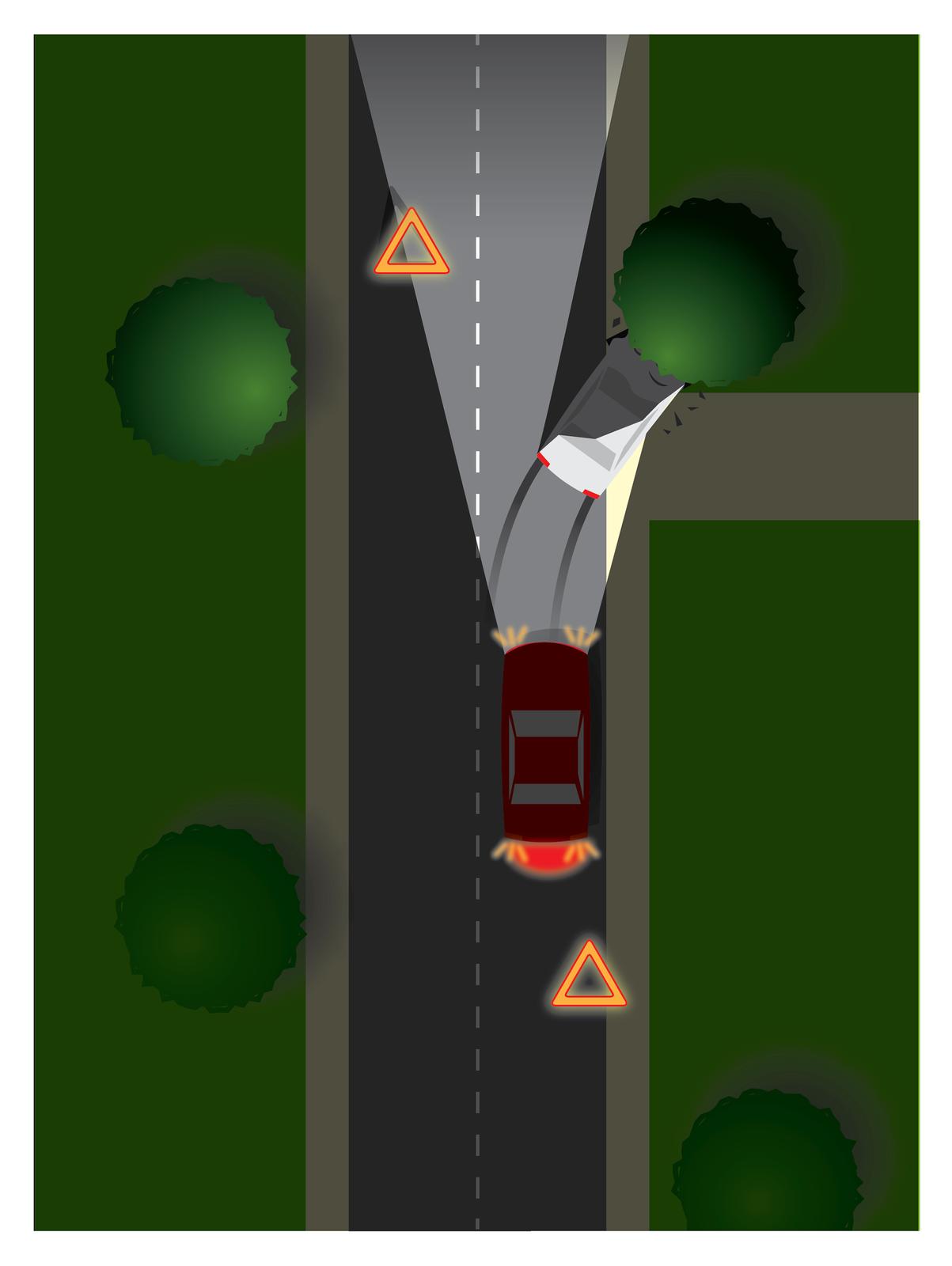 Galeria składa się zczterech rysunków ilustrujących sposób oznaczania miejsca wypadku. Rysunek numer dwa przedstawia oznakowanie miejsca wypadku na prostym odcinku drogi po zmroku. Droga prosta, zorientowana pionowo, po obydwu stronach wyróżnione jasnożółtym kolorem pobocza. Cztery zielone koła oposzarpanych krawędziach symbolizujące drzewa zlokalizowane wpobliżu narożników. Wdrzewo znajdujące się wpobliżu prawego górnego rogu kadru wbity jest jasnoszary samochód osobowy stojący ukosem do kierunku jazdy, częściowo na jezdni aczęściowo na poboczu. Za samochodem ślady hamowania, przednia część maski pofalowana, wokół rozrzucone odłamki auta igałęzi. Ztyłu na prawym pasie jezdni, tuż poniżej połowy wysokości ilustracji stoi czerwony samochód osobowy zwłączonymi światłami awaryjnymi imijania. Reflektory oświetlają rozbity pojazd idrogę przed nim Za nim, po prawej stronie drogi pomarańczowy odblaskowy trójkąt ostrzegawczy. Przed białym rozbitym samochodem po przeciwnej stronie jezdni również ustawiony jest trójkąt.