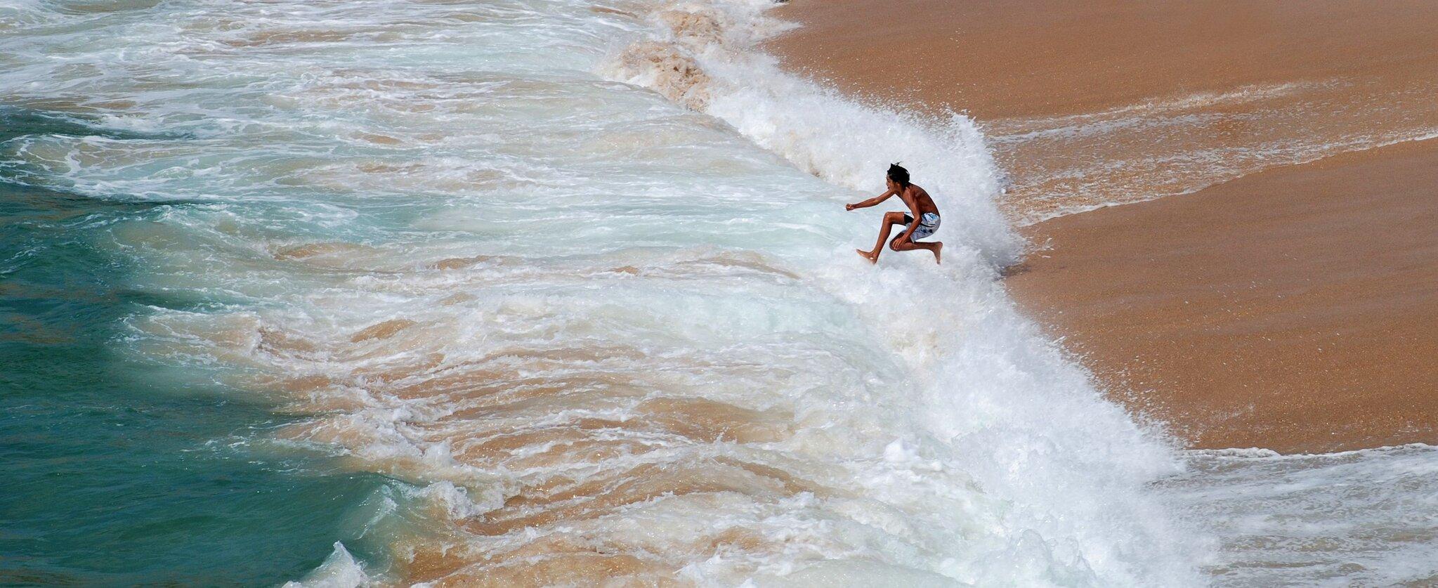 Zabawa NA plaży Zabawa NA plaży Źródło: Alvesgaspar, licencja: CC BY-SA 3.0.