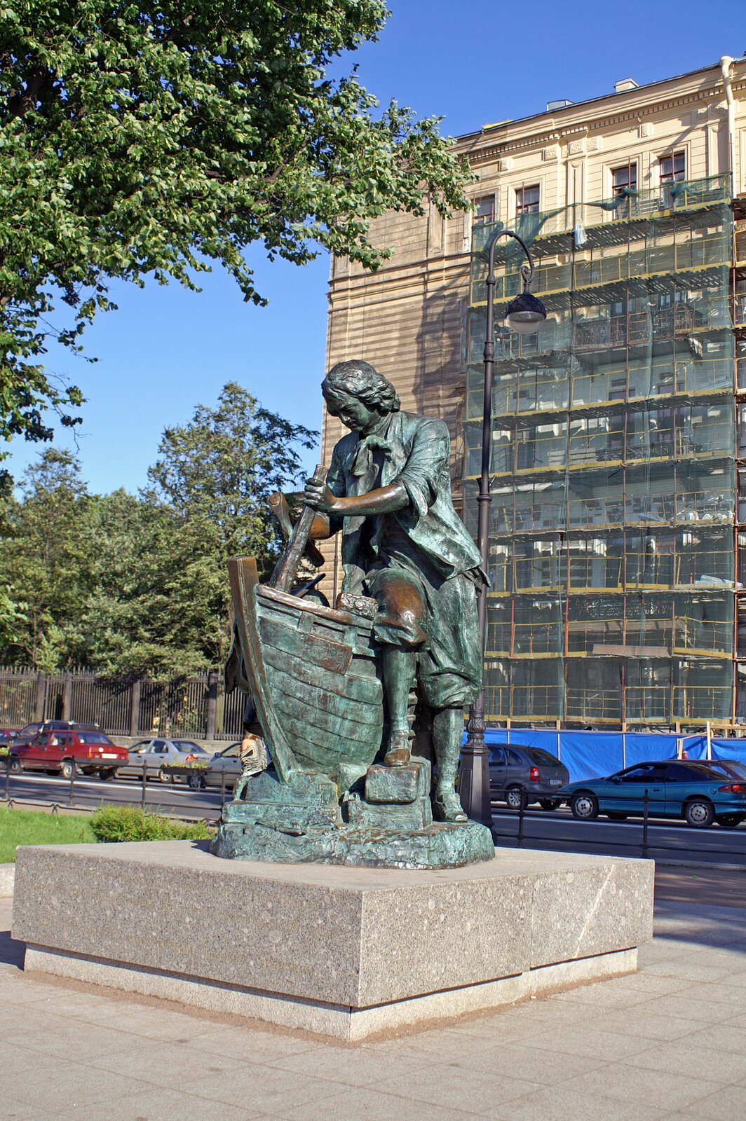 Pomnik Piotra IPomnikPiotra Iuczącego się w1697 r. Holandii budowy statków. Pomnik stoi wPetersburgu przed gmachem Admiralicji(kopię tego dzieła podarowano holenderskiemu miastu Zaandam). Pomnik powstał w1911 r, ajego twórcą był L. A. Bernshtam. Źródło: Heidas, Pomnik Piotra I, Wikimedia Commons, licencja: CC BY-SA 3.0.