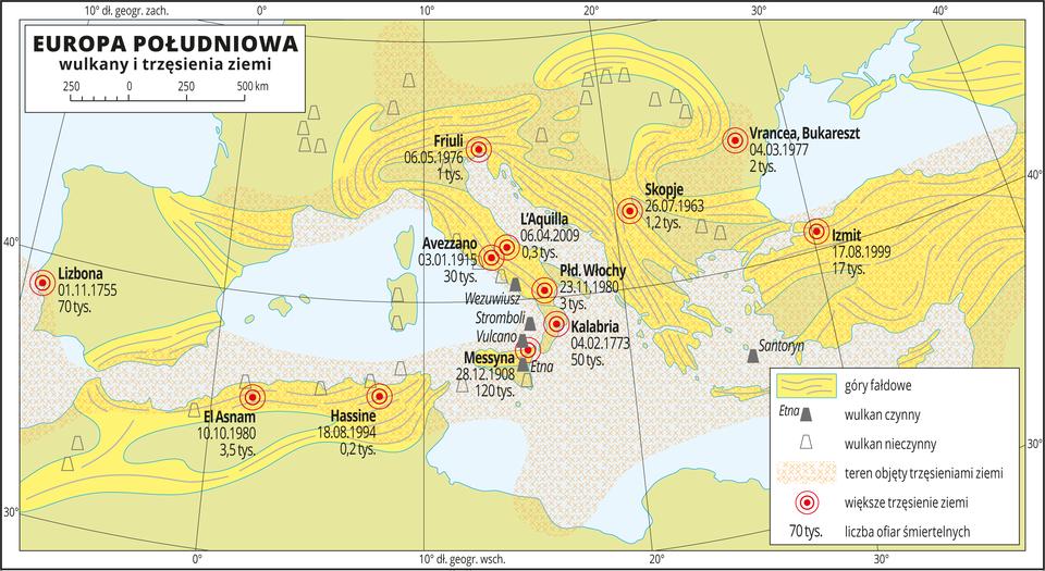 Ilustracja przedstawia mapę Europy Południowej. Na mapie wcentralnej części Morze Śródziemne, na wybrzeżach zaznaczone tereny górzyste, na nich wulkany (czynne inieczynne – wprzewadze) oraz większe trzęsienia ziemi (podano liczbę ofiar śmiertelnych). Zakreskowano tereny objęte trzęsieniami ziemi – większość wybrzeży Morza Śródziemnego iduża część akwenu. Dookoła mapy wbiałej ramce opisano współrzędne geograficzne co dziesięć stopni. Wlegendzie umieszczono iopisano kolory użyte na mapie.