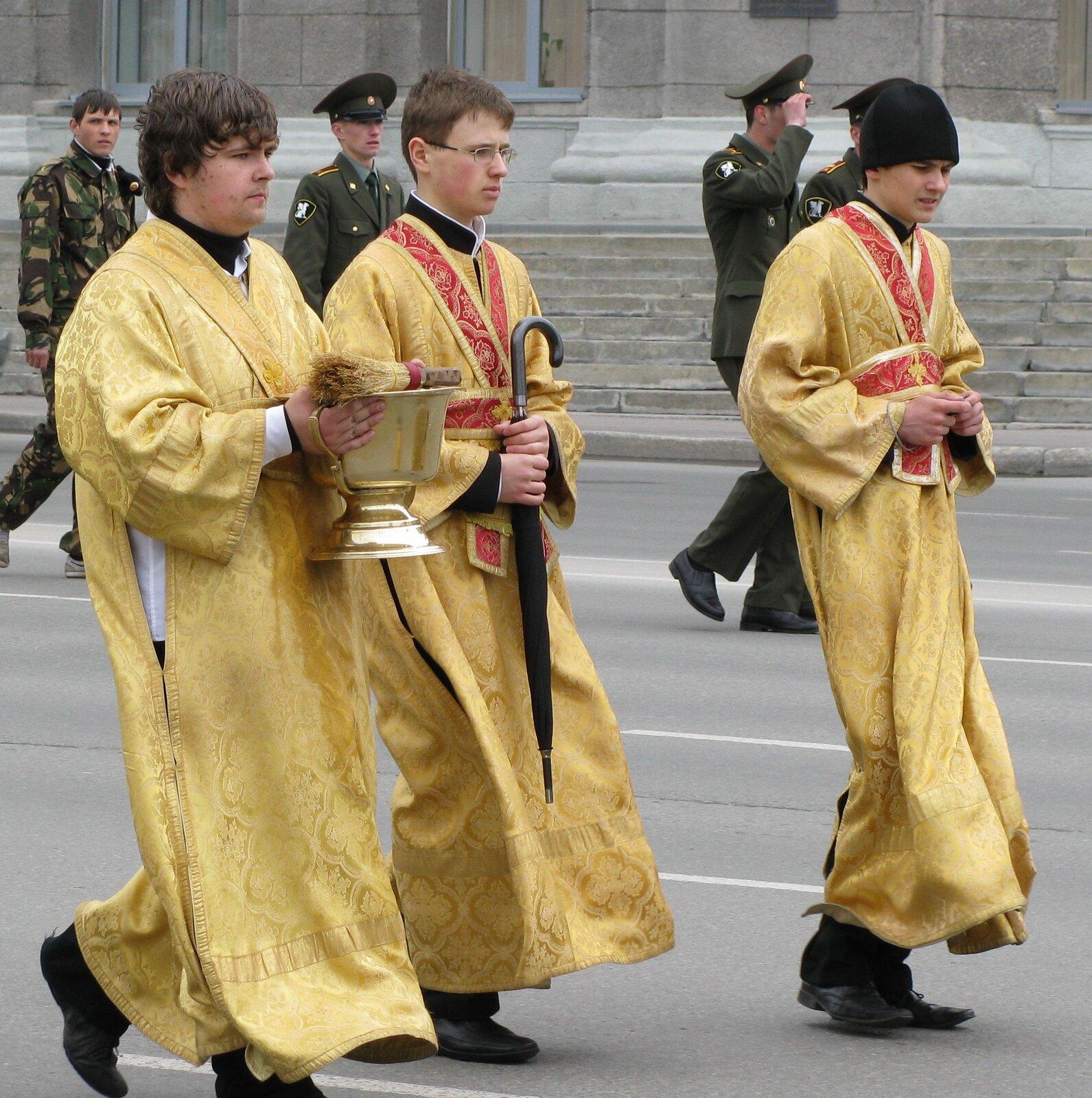 prawosławni subdiakoni Źródło: Testus, prawosławni subdiakoni, licencja: CC BY-SA 3.0.