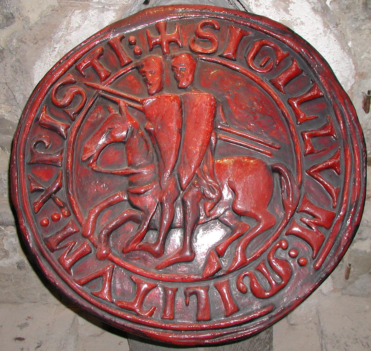Pieczęć zawierająca oficjalne godło templariuszy Źródło: Pieczęć zawierająca oficjalne godło templariuszy, licencja: CC BY-SA 3.0.
