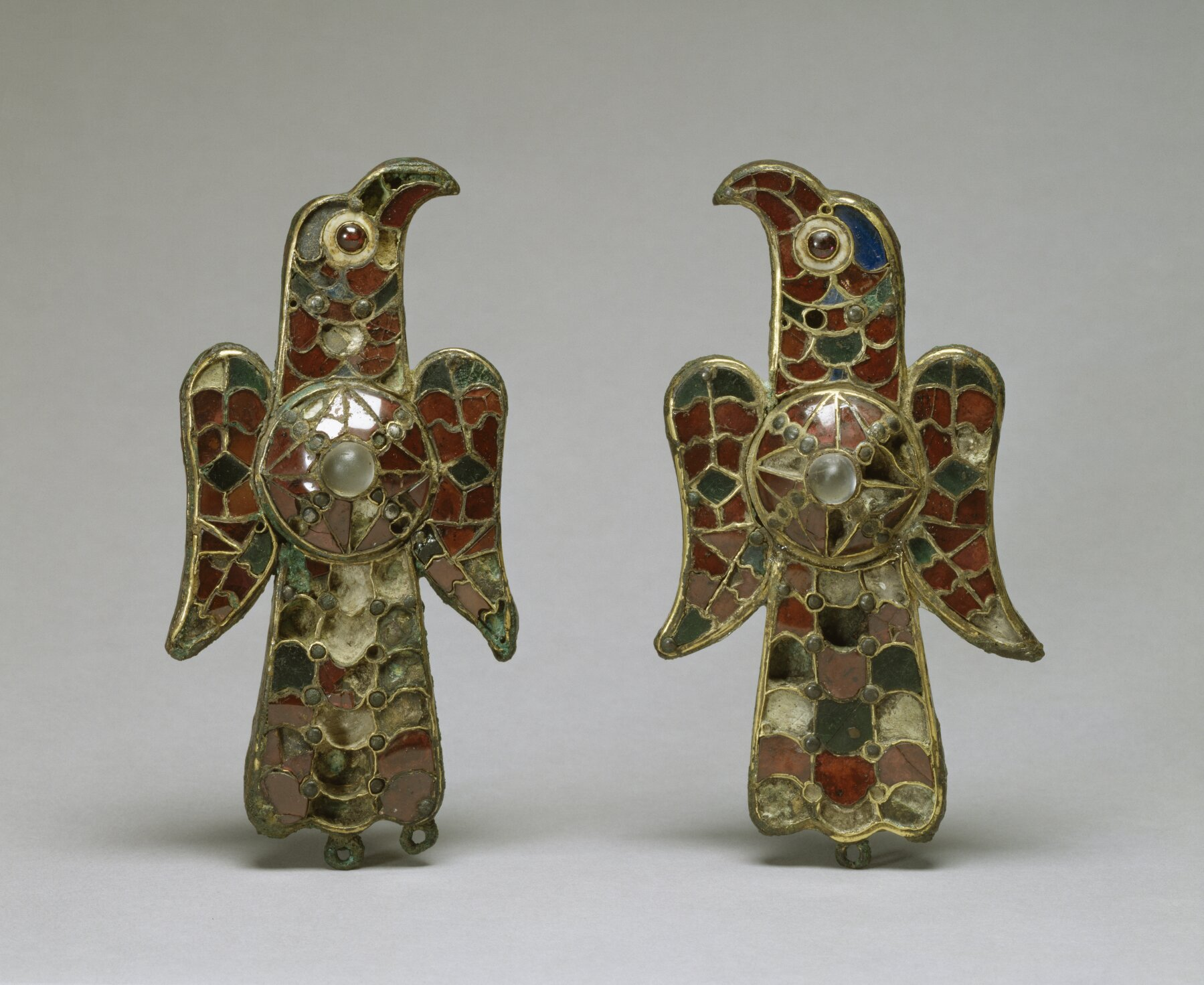 Wizygockie fibule wkształcie orłów Wizygockie fibule wkształcie orłów Źródło: Walters Art Museum, Walters Art Museum, licencja: CC BY-SA 3.0.