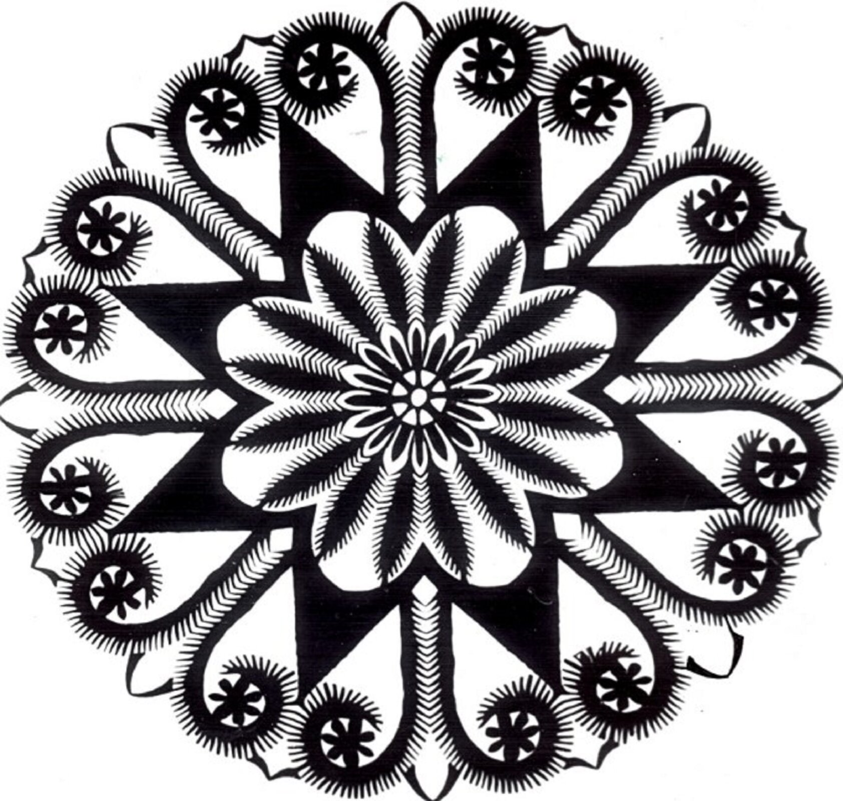 Ilustracja przedstawia wycinankę lubelską. Jest to wzór oparty na kole wczarnym kolorze. Środek to kwiat owielu płatkach wpisany wgwiazdę oośmiu wierzchołkach. Przestrzeń między ramionami gwiazdy wypełnia wzór przypominający wodę tryskającą zfontanny.
