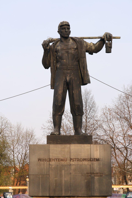 Pomnik Wincentego Pstrowskiego wZabrzu. Źródło: Jan Mehlich, Pomnik Wincentego Pstrowskiego wZabrzu., Fotografia, licencja: CC BY-SA 3.0.