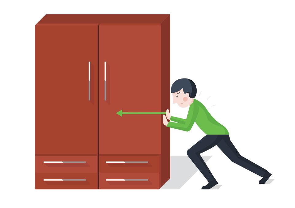 Ilustracja przedstawia chłopca próbującego przesunąć szafę. Chłopiec stoi po prawej stronie szafy ipróbuje przesunąć ją wlewo. Wektorem okierunku równoległym do podłoża izwróconym wlewą stronę, oznaczono siłę wywieraną przez jednego człowieka na szafę podczas jej przesuwania.