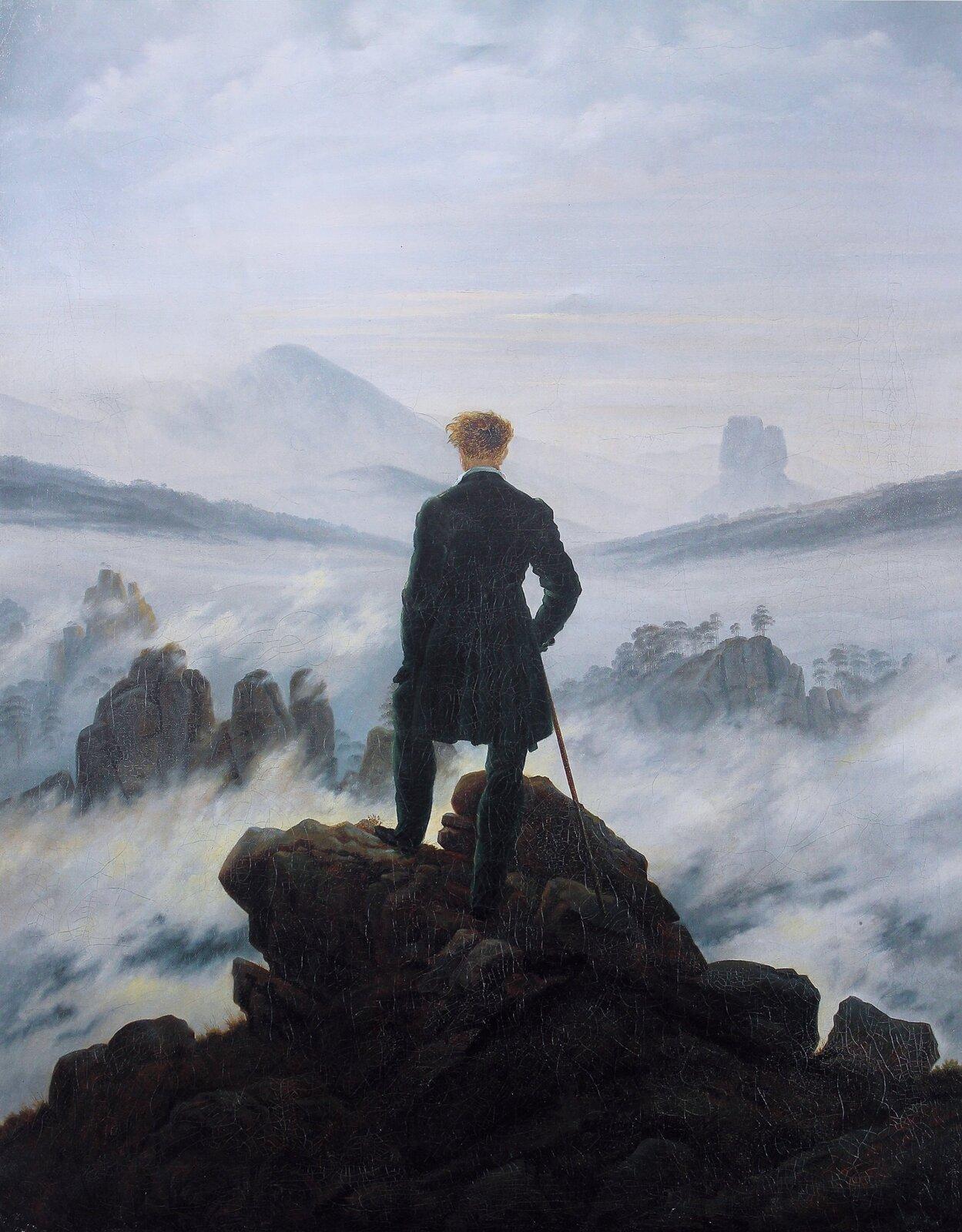 """Ilustracja okształcie pionowego prostokąta przedstawia obraz Caspara Davida Friedricha """"Wędrowiec ponad morzem mgły"""". Ukazuje stojącego na skale mężczyznę zlaską wprawym ręku, zwróconego tyłem do widza iwpatrującego się wdaleki pejzaż. Wtle widoczne są fragmenty szczytów gór, skąpane we mgle. Im dalej, tym pejzaż staje się bardziej rozmyty iłączy się zjasnym niebem."""