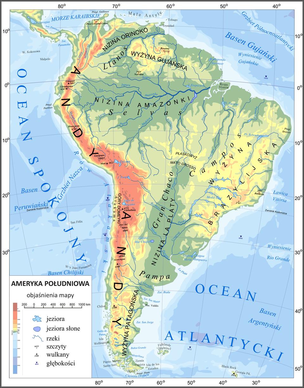 Mapa ijej podstawowe elementy: matematyczne, kartograficzne, pomocnicze. Ilustracja przedstawia mapę Ameryki Południowej. Mapa znajduje się wbiałej ramce. Na białym pasku ramki umieszczone są liczby odnoszące się do długości iszerokości geograficznej. Stopnie podane są co dziesięć. Mapa pokryta jest czarnymi liniami tworzącymi siatkę kartograficzną. Są to elementy matematyczne mapy. Elementem pomocniczym jest legenda. Legenda umieszczona jest wbiałym prostokącie wdolnym lewym rogu mapy. Legenda zawiera symbole objaśniające obiekty zaznaczone na mapie. Na przykład niebieskie figury geometryczne to zbiorniki wodne takie jak jeziora. Niebieskie zakrzywione linie to rzeki. Wnętrze kontynentu pośrodku, od północy na południe pokryte jest kolorem ciemno- ijasno zielonym. Na północy to Nizina Orinoko, trochę dalej na północ to Nizina Amazonki. Na południu to Nizina La Platy. Lewe – zachodnie wybrzeże kontynentu ma kolor pomarańczowy iczerwony. Kolor wskazuje na Góry Andy. Na północnym wschodzie iwśrodkowej części kontynentu na wschodzie widoczne są dwie wyżyny oznaczone kolorem żółtym. Na północnym wschodzie to Wyżyna Gujańska. Poniżej, wśrodkowej części, to Wyżyna Brazylijska.