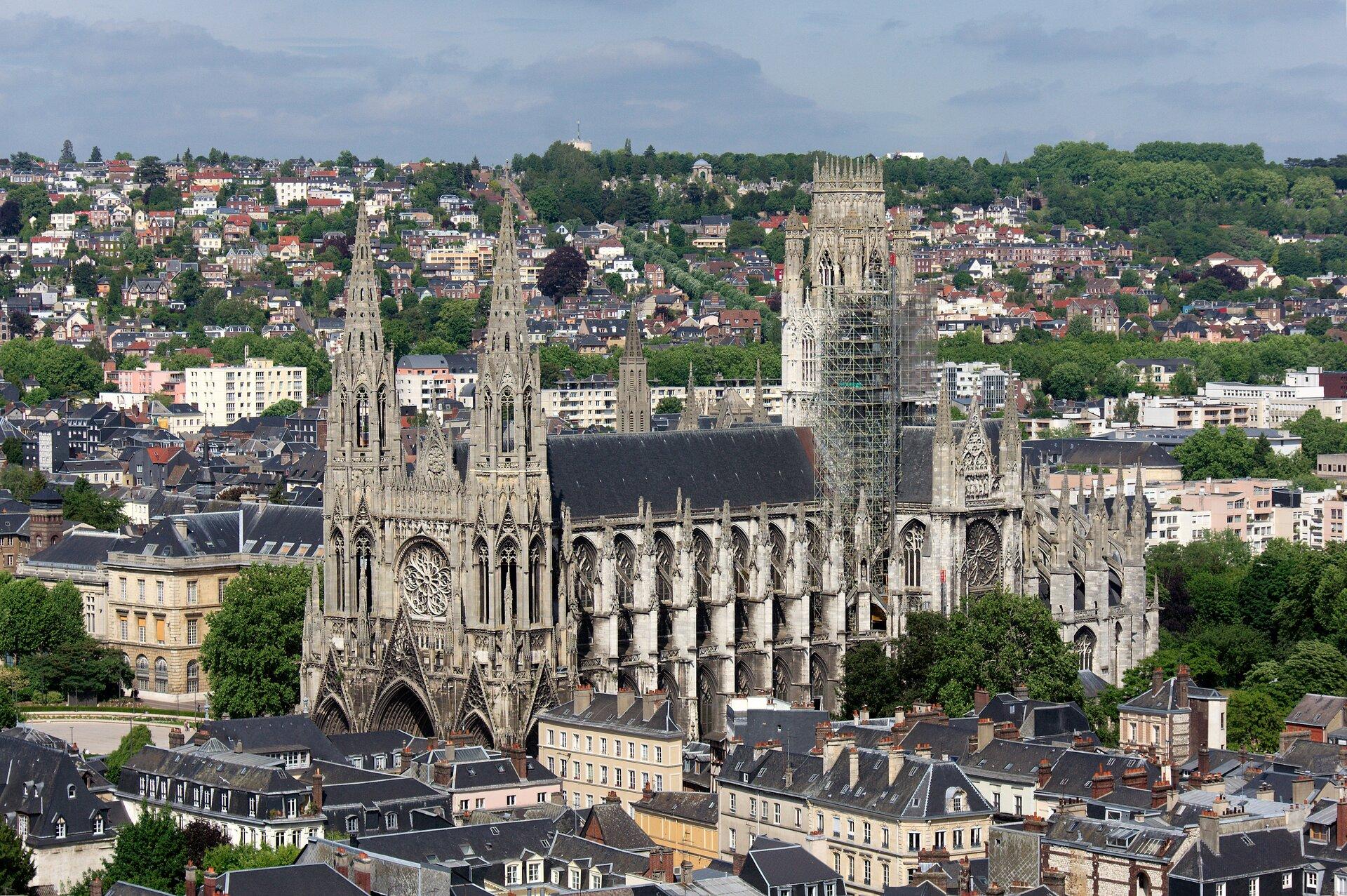 Katedra Notre-Dame wRouen, XIII wiek Katedra Notre-Dame wRouen, XIII wiek Źródło: Frédéric BISSON, licencja: CC BY 2.0.